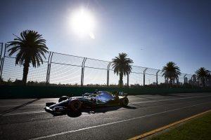 Hamilton sérült autóval versenyzett Melbourne-ben