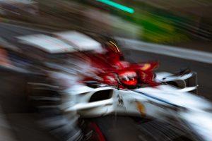 Videó: Räikkönen kőkeményen készül az Azeri GP-re