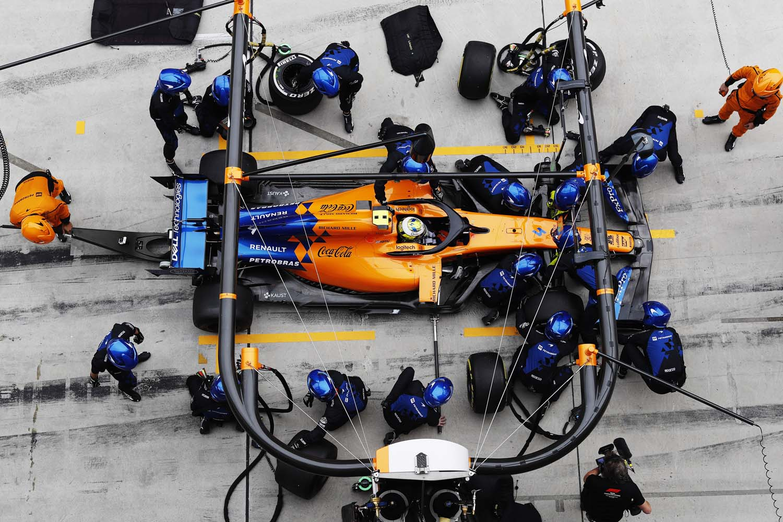 Lando Norris, McLaren MCL34, make a pit stop