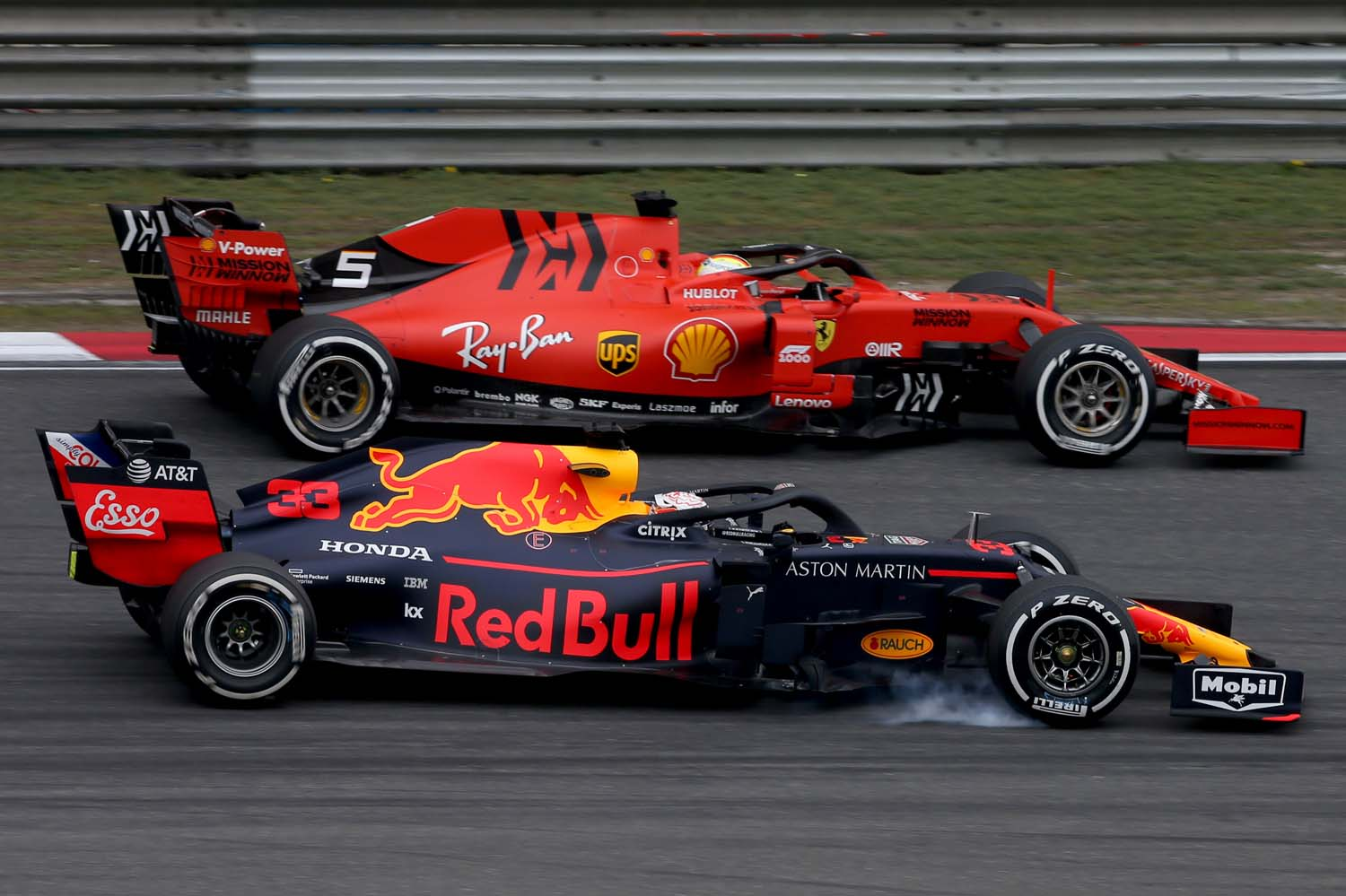 SHANGHAI, CHINA - APRIL 14: Sebastian Vettel of Germany driving the (5) Scuderia Ferrari SF90 and Max Verstappen of the Netherlands driving the (33) Aston Martin Red Bull Racing RB15 on track during the F1 Grand Prix of China at Shanghai International Circuit on April 14, 2019 in Shanghai, China. (Photo by Charles Coates/Getty Images) // Getty Images / Red Bull Content Pool  // AP-1Z1F4WAA52111 // Usage for editorial use only // Please go to www.redbullcontentpool.com for further information. // overtake