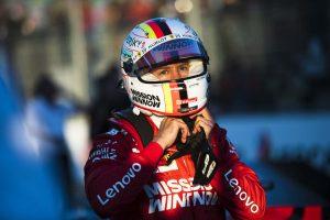 Videó: Vettel egy mozgássérült rajongón segített