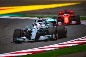 Hamilton: A Ferrari nem tudja még kihozni magából a legtöbbet