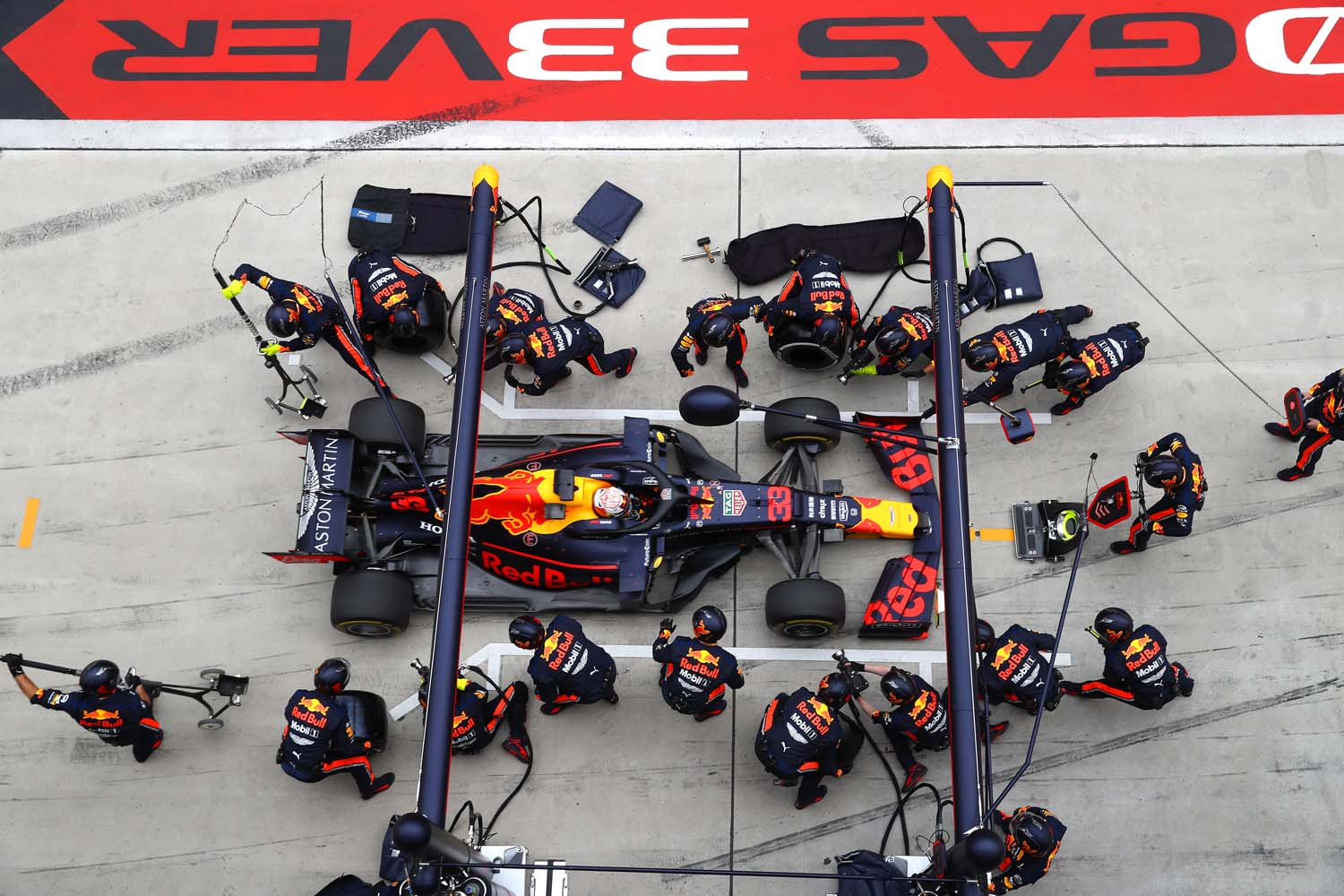 SHANGHAI, CHINA - APRIL 14: Max Verstappen of the Netherlands driving the (33) Aston Martin Red Bull Racing RB15 makes a pitstop for new tyres during the F1 Grand Prix of China at Shanghai International Circuit on April 14, 2019 in Shanghai, China. (Photo by Mark Thompson/Getty Images) // Getty Images / Red Bull Content Pool  // AP-1Z1EE189H1W11 // Usage for editorial use only // Please go to www.redbullcontentpool.com for further information. //