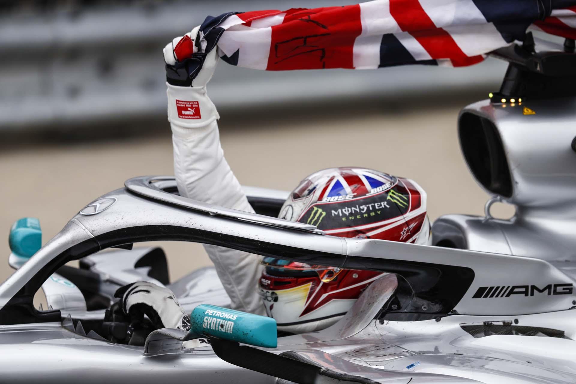 2019 British Grand Prix, Sunday - LAT Images Lewis Hamilton Mercedes british flag union jack