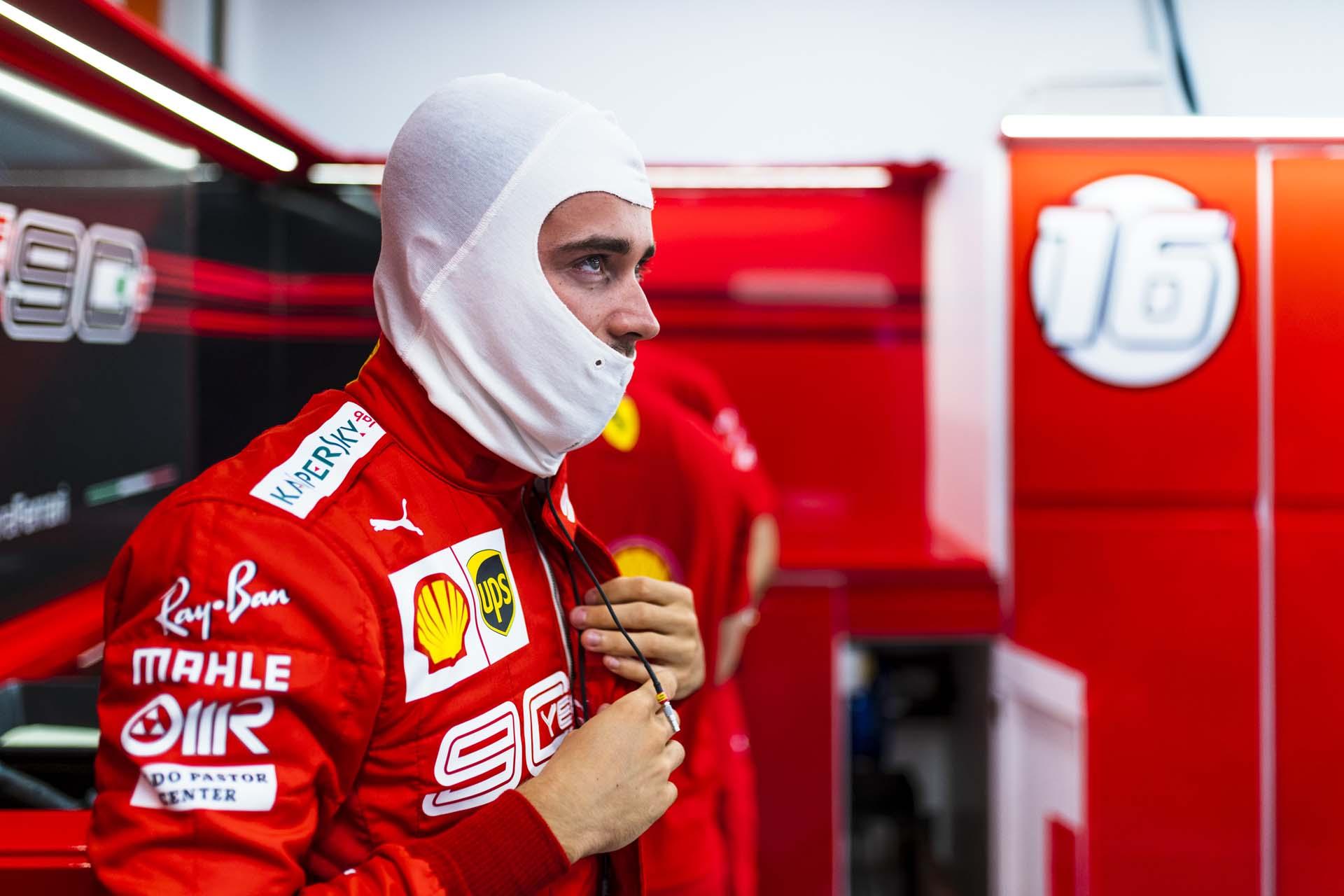 SingaporeGP2019_FRI_Ferrari_190014_sin