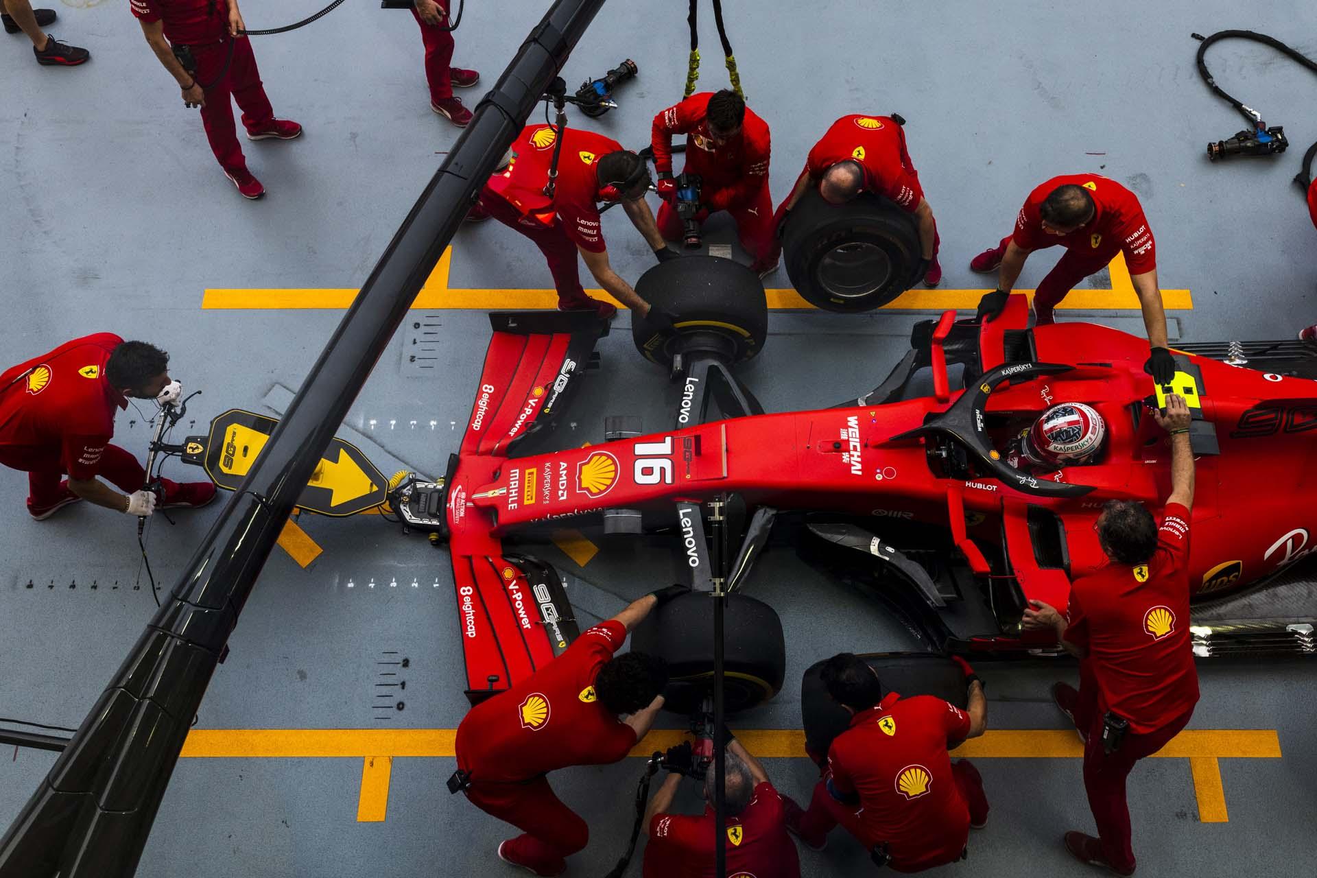 SingaporeGP2019_FRI_Ferrari_190016_sin