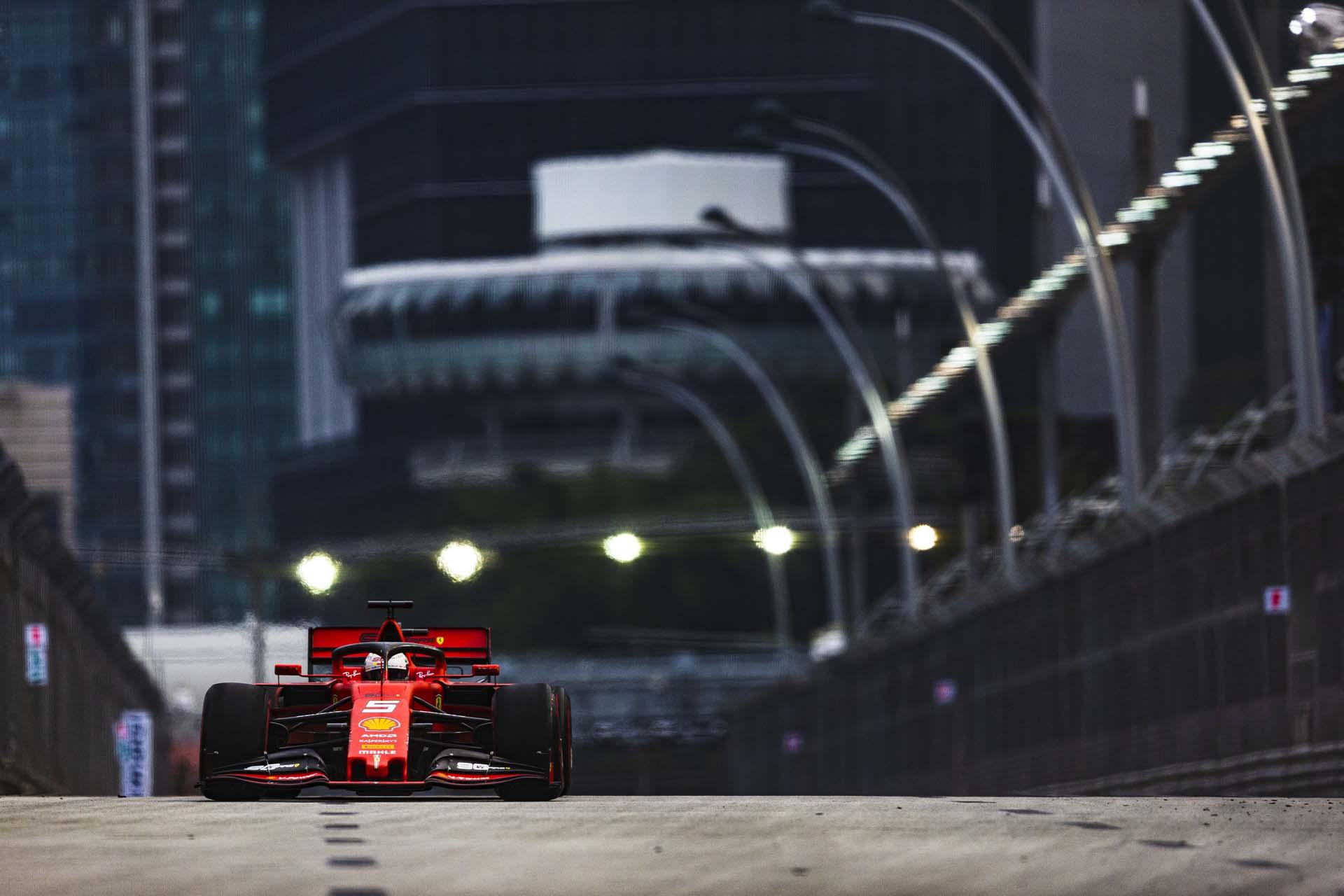 SingaporeGP2019_FRI_Ferrari_190022_sin