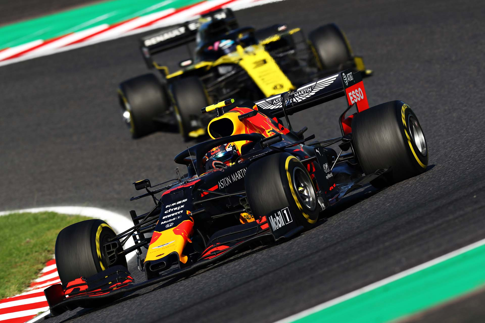 SUZUKA, JAPAN - OCTOBER 13: Alexander Albon of Thailand driving the (23) Aston Martin Red Bull Racing RB15 leads Daniel Ricciardo of Australia driving the (3) Renault Sport Formula One Team RS19 on track during the F1 Grand Prix of Japan at Suzuka Circuit on October 13, 2019 in Suzuka, Japan. (Photo by Mark Thompson/Getty Images) // Getty Images / Red Bull Content Pool // AP-21UYDF5TN1W11 // Usage for editorial use only //