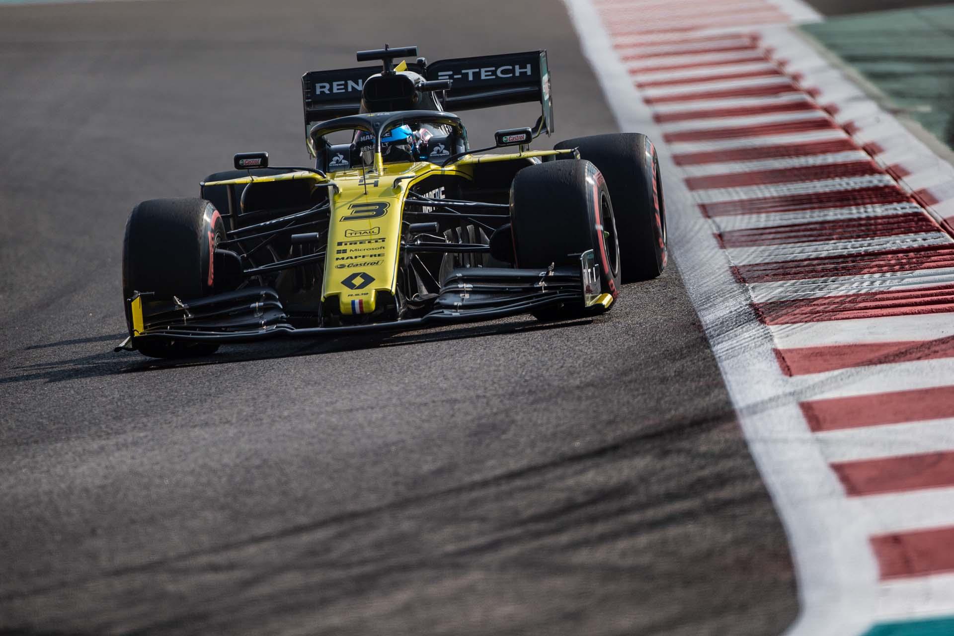 Motor Racing - Formula One World Championship - Abu Dhabi Grand Prix - Qualifying Day - Abu Dhabi, UAE
