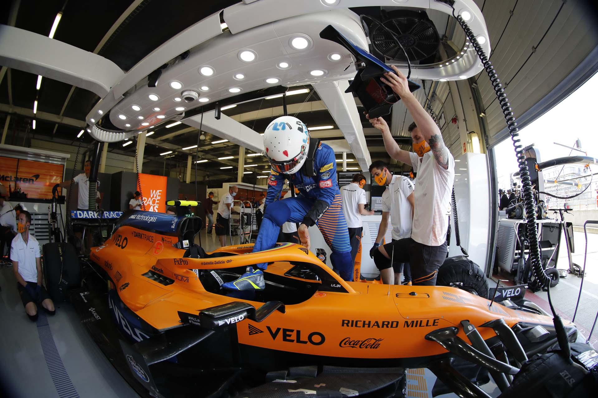 Lando Norris, McLaren MCL35 in the garage