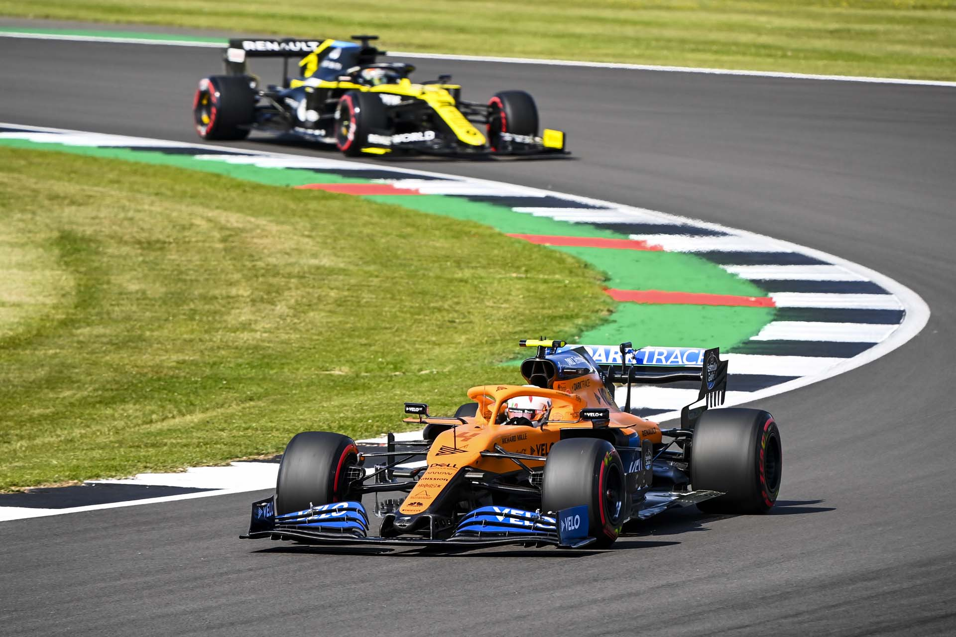 Lando Norris, McLaren MCL35, leads Daniel Ricciardo, Renault R.S.20