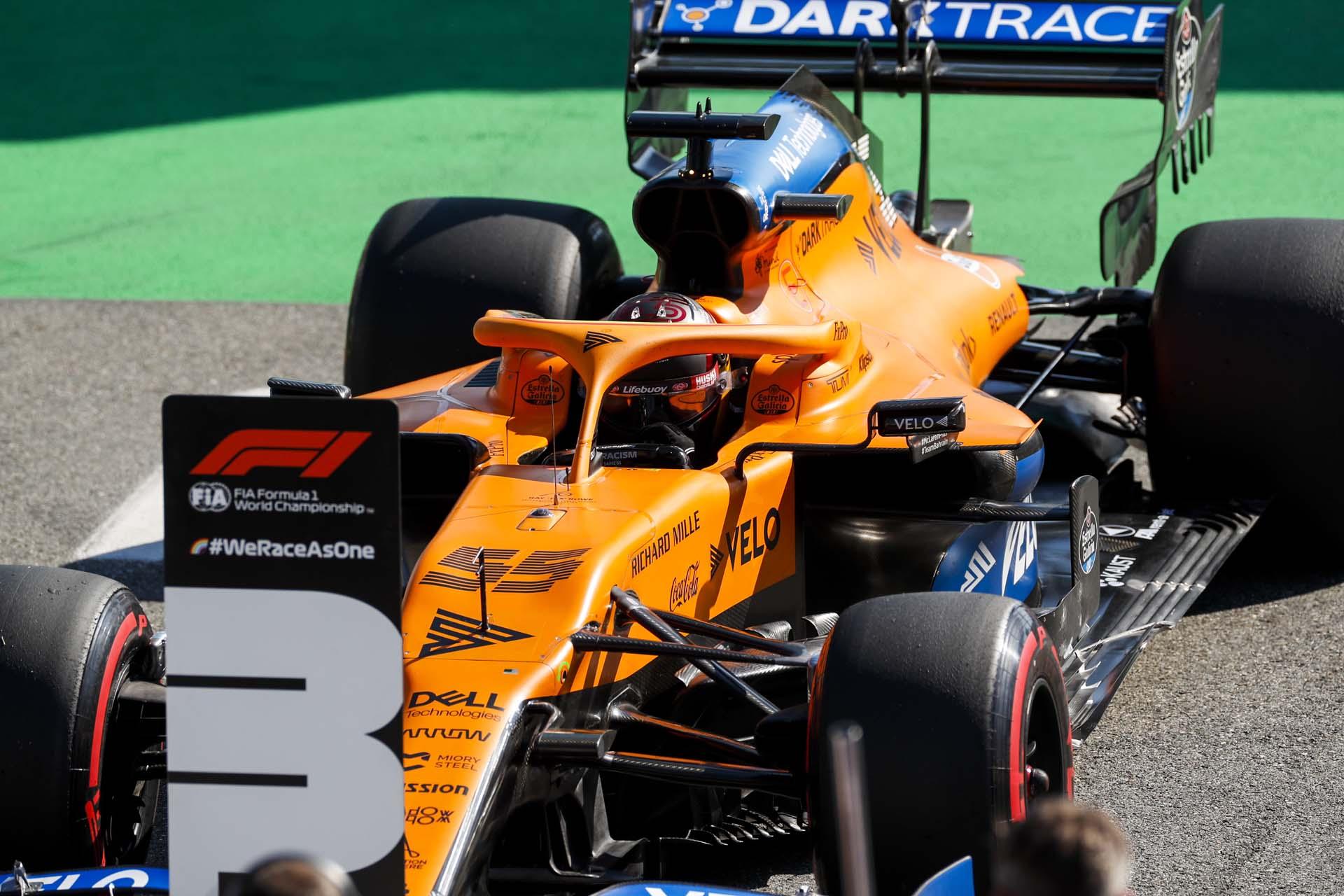 Carlos Sainz, McLaren MCL35 in Parc Ferme