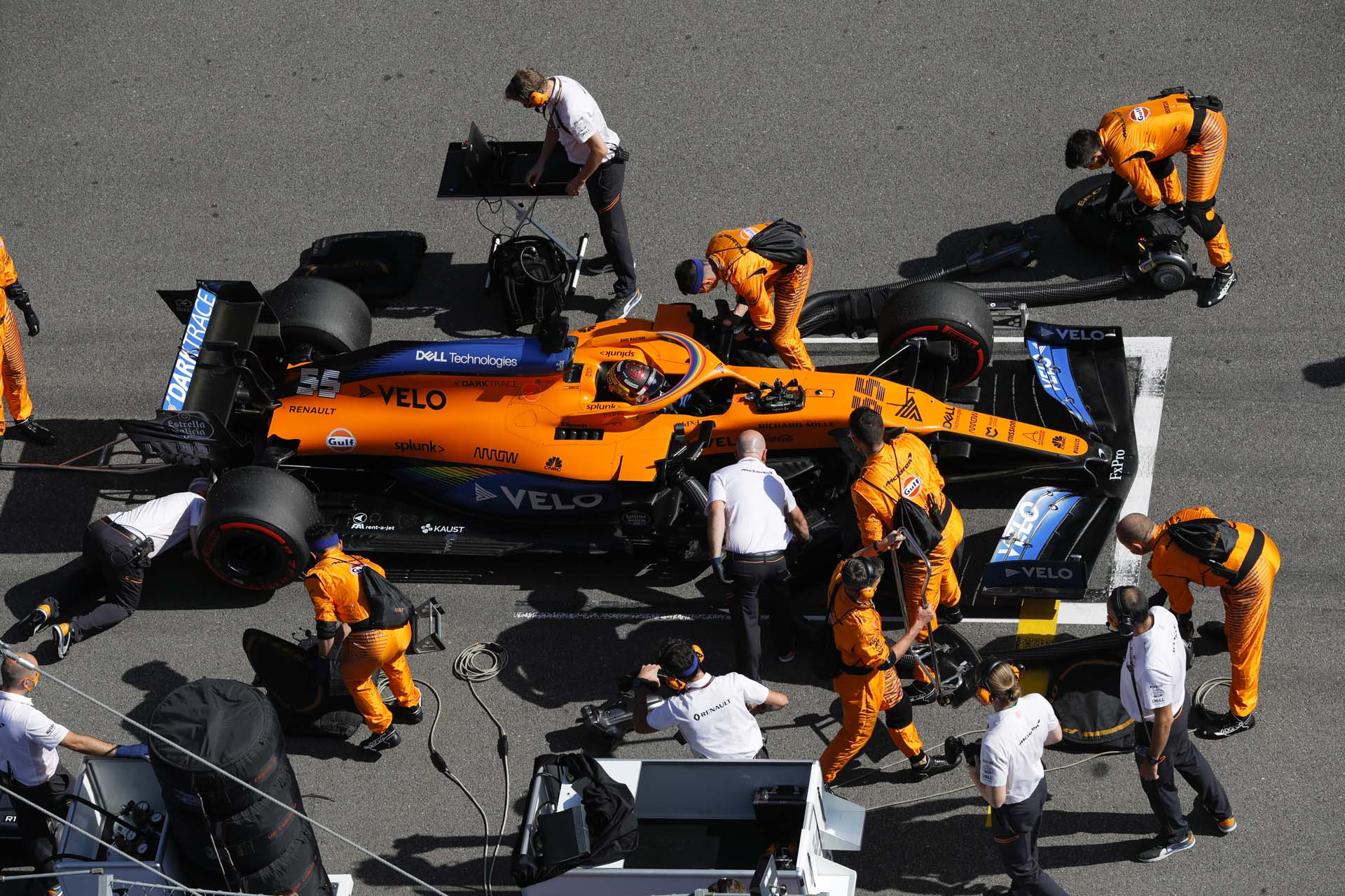 Carlos Sainz, McLaren MCL35, on the grid