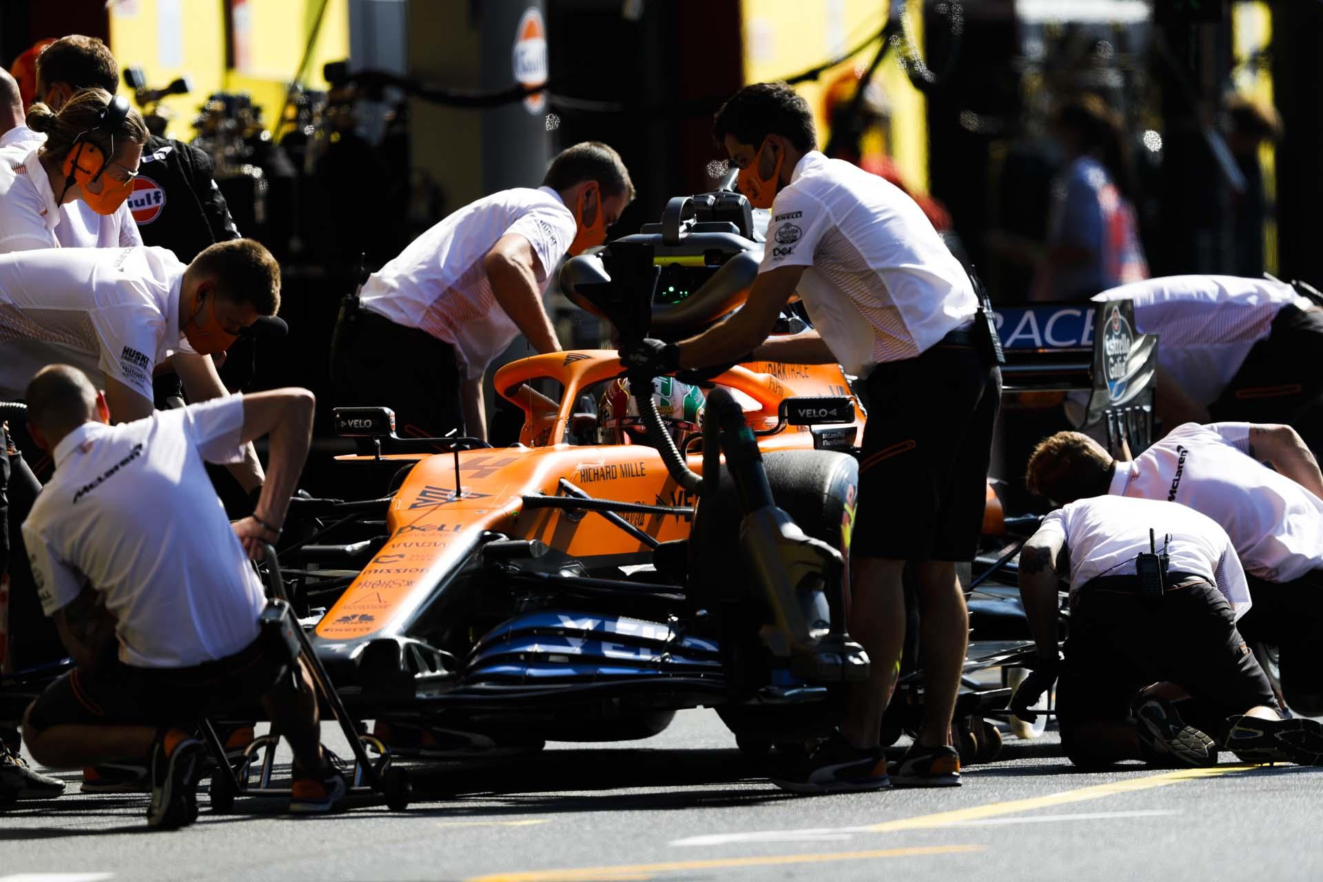 Lando Norris, McLaren MCL35, in the pits