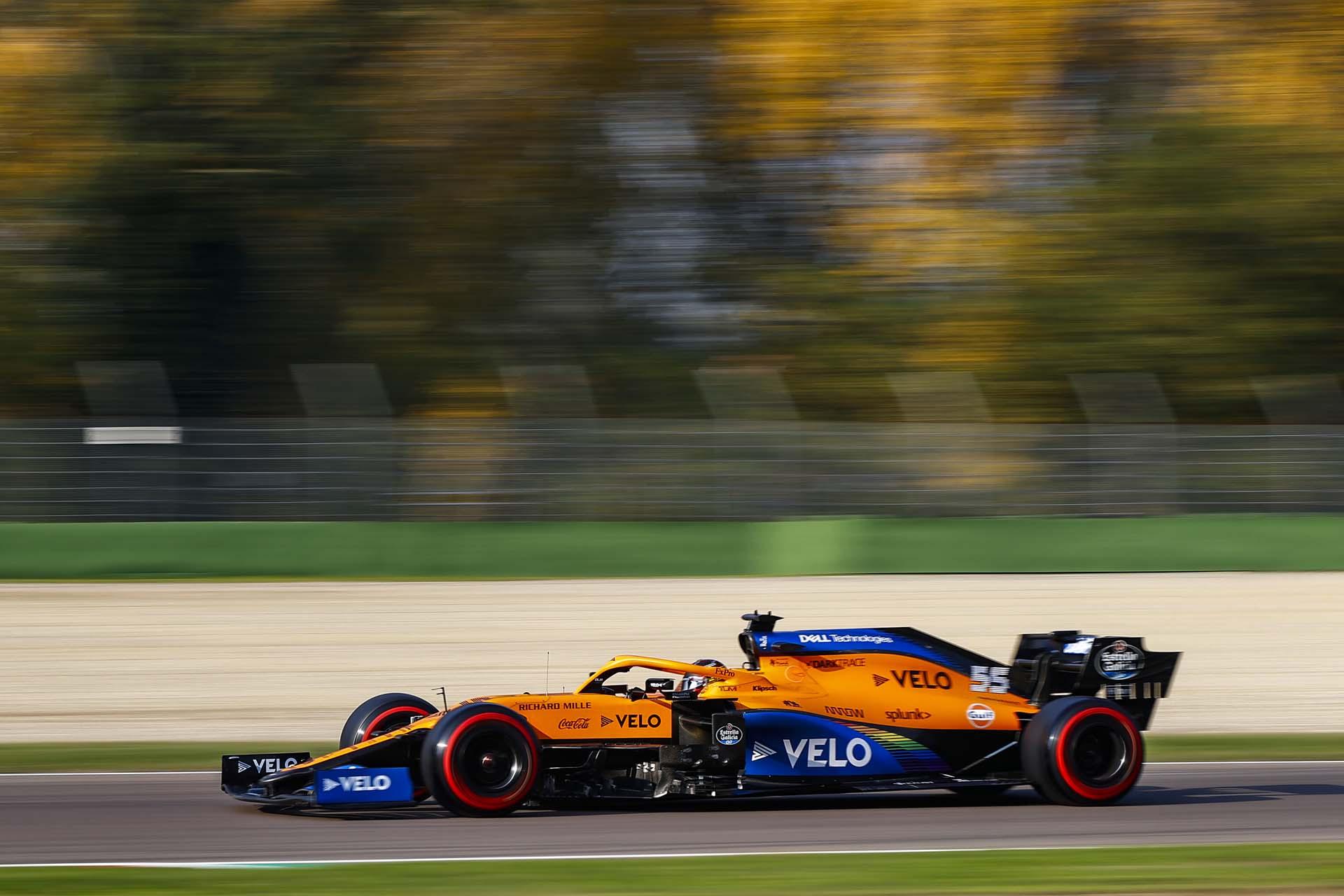Carlos Sainz, McLaren MCL35, on a straight