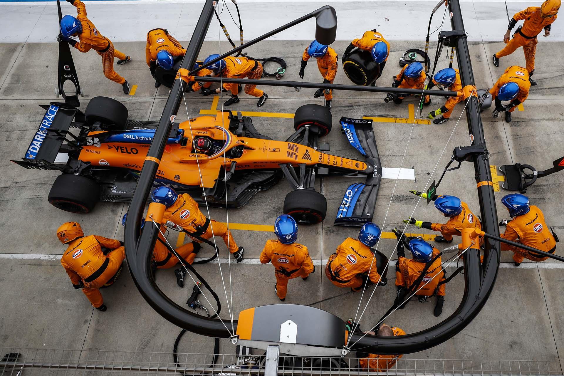 Carlos Sainz, McLaren MCL35, in the pits