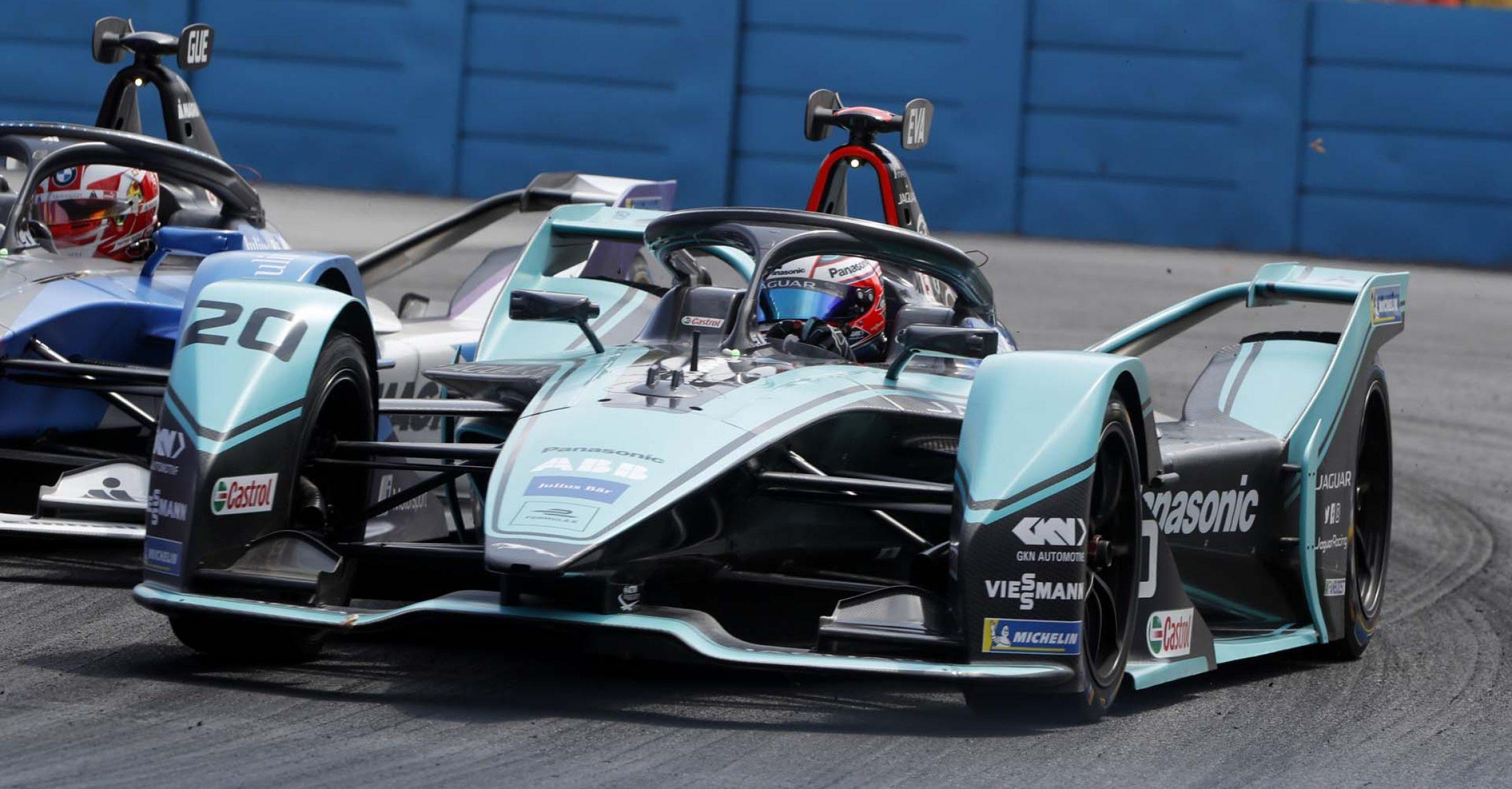 Maximilian Guenther (DEU), BMW I Andretti Motorsports, BMW iFE.20 passes Mitch Evans (NZL), Panasonic Jaguar Racing, Jaguar I-Type 4