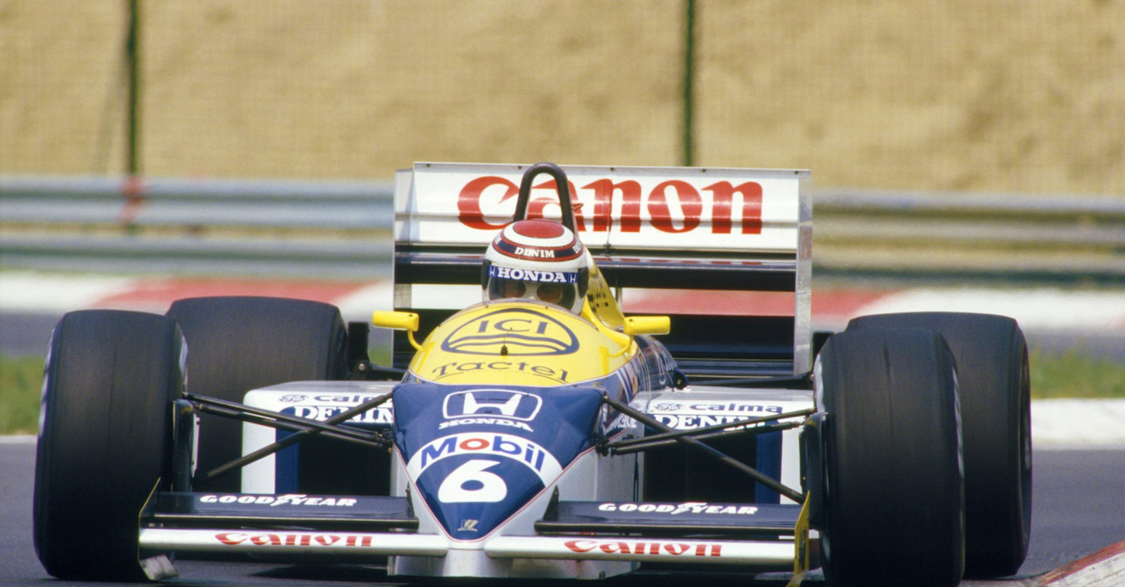 Hungaroring, Hungary, 8th - 10th August 1986, RD11. Nelson Piquet drives the Williams FW11-Honda to 1st position, position in the race. Action. Photo: LAT Photographic/Williams F1. Ref: 1986williams04