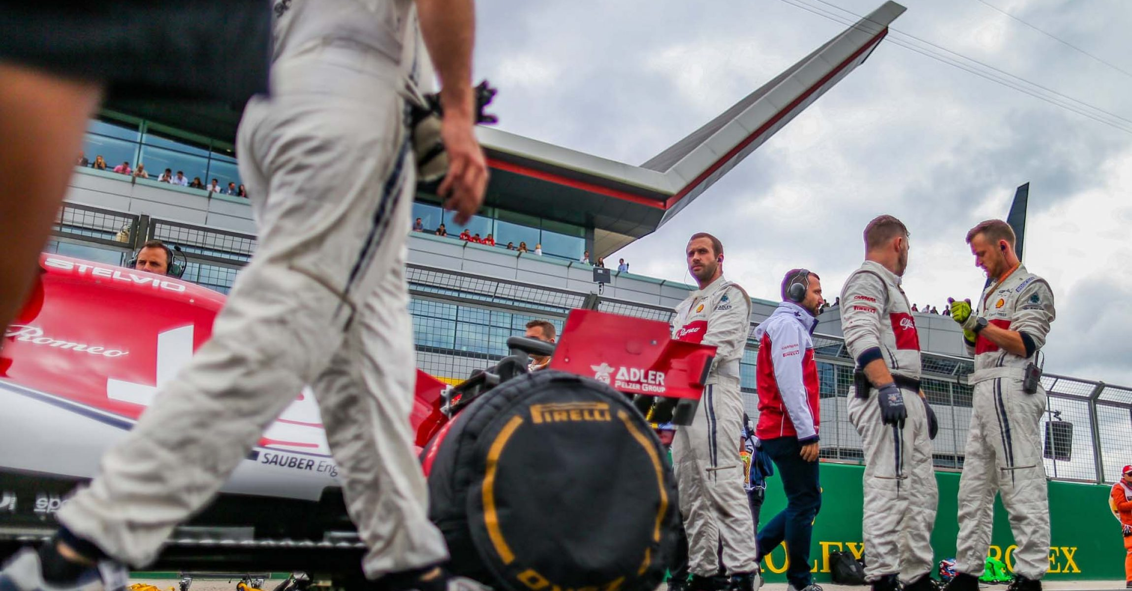 Alfa Romeo Racing Team, starting grid, grille de depart, ambiance during the 2019 Formula One World Championship, Grand Prix of England from july 11 to 14, in Silverstone, Great Britain - Photo Antonin Vincent / DPPI tyre blankets