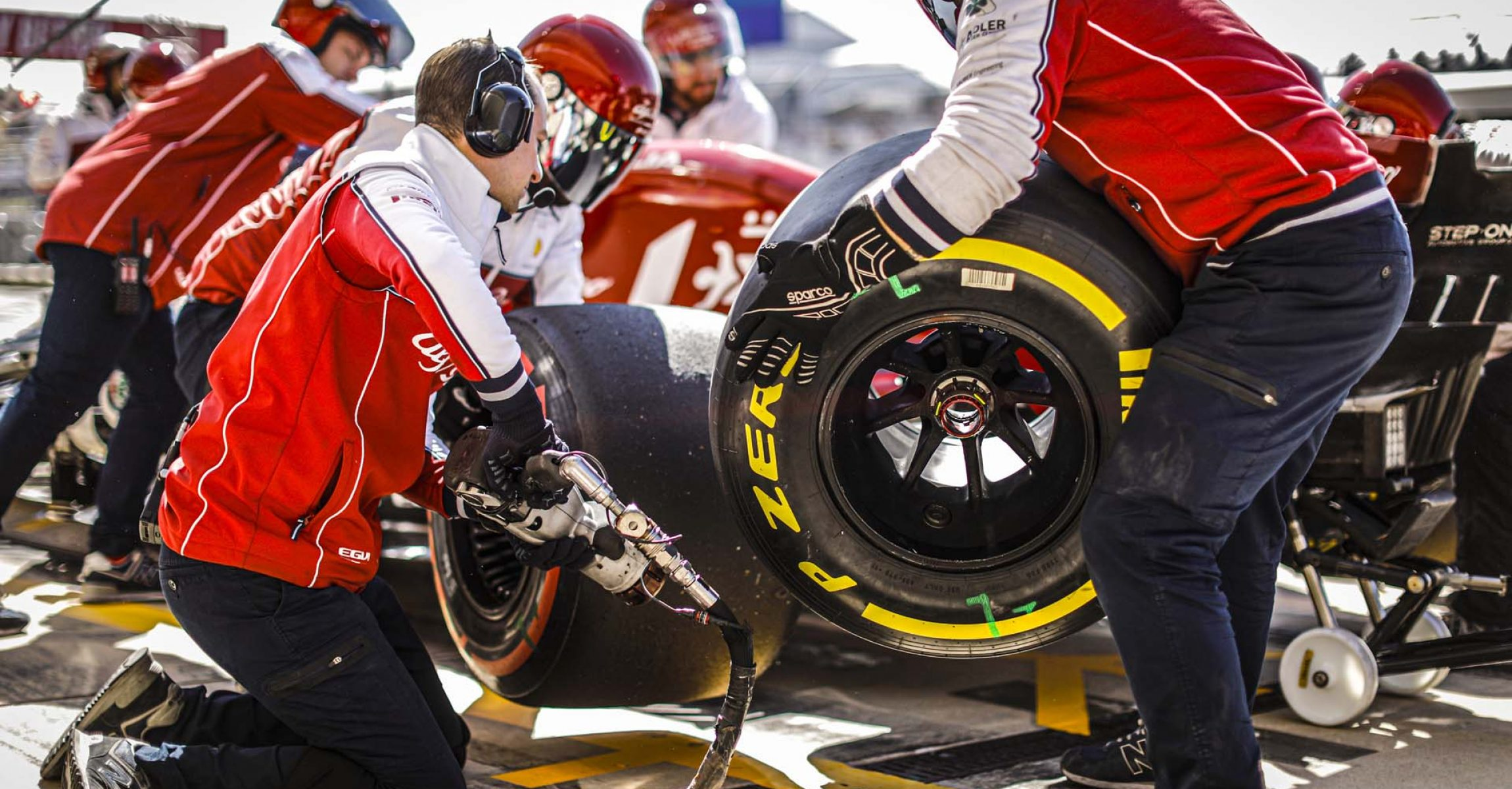 mechanic, mecanicien during the 2019 Formula One World Championship, United States of America Grand Prix from november 1 to 3 in Austin, Texas, USA - Photo Francois Flamand / DPPI Pirelli medium tyre
