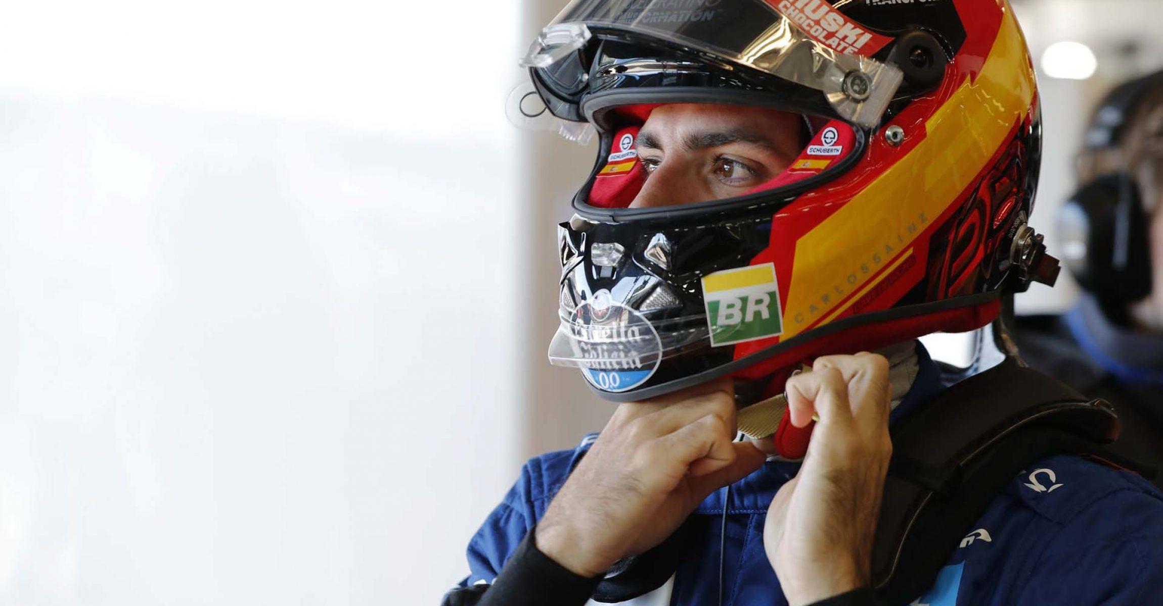 Carlos Sainz, McLaren MCL34, puts on his helmet