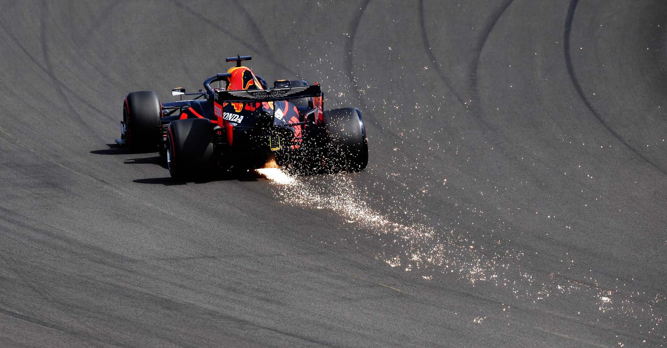 NORTHAMPTON, ENGLAND - AUGUST 08: Max Verstappen of the Netherlands driving the (33) Aston Martin Red Bull Racing RB16 on track during qualifying for the F1 70th Anniversary Grand Prix at Silverstone on August 08, 2020 in Northampton, England. (Photo by Ben Stansall/Pool via Getty Images)