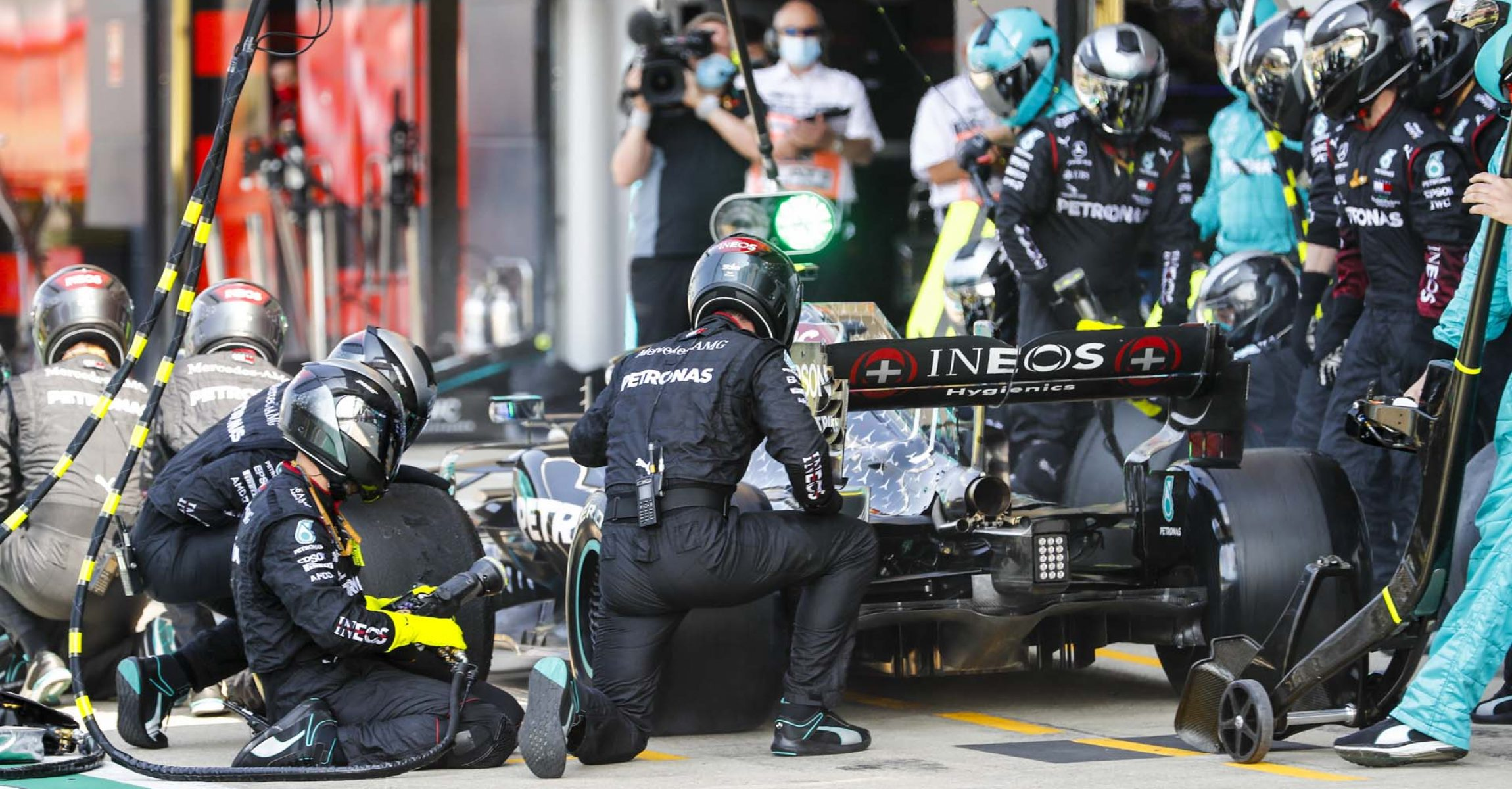 SILVERSTONE, UNITED KINGDOM - AUGUST 09: Valtteri Bottas, Mercedes F1 W11 EQ Performance pit stop during the 70th Anniversary GP at Silverstone on Sunday August 09, 2020 in Northamptonshire, United Kingdom. (Photo by Glenn Dunbar / LAT Images)