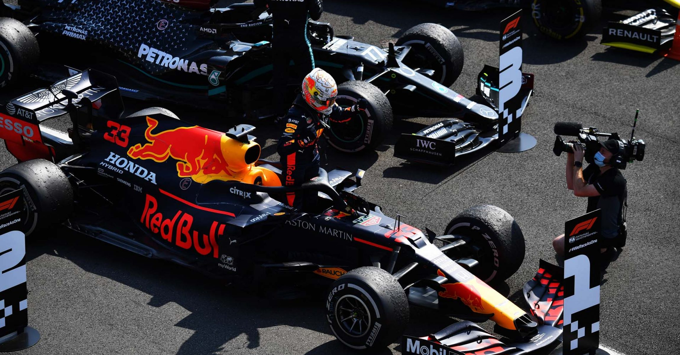 NORTHAMPTON, ENGLAND - AUGUST 09: Race winner Max Verstappen of Netherlands and Red Bull Racing celebrates in parc ferme during the F1 70th Anniversary Grand Prix at Silverstone on August 09, 2020 in Northampton, England. (Photo by Ben Stansall/Pool via Getty Images)