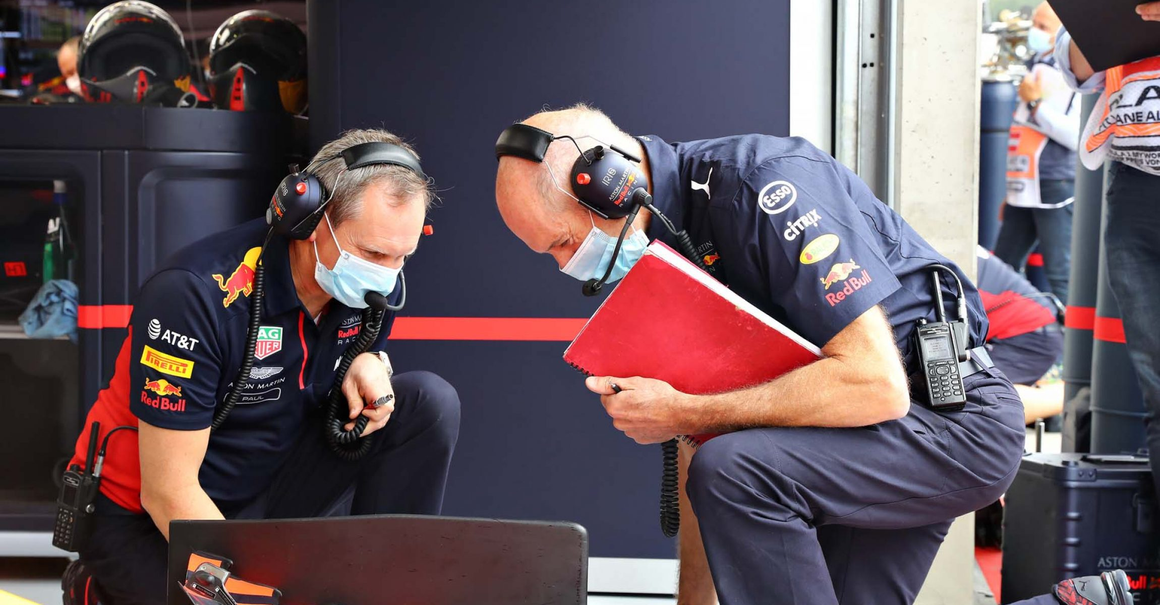 SPIELBERG, AUSTRIA - JULY 03: Adrian Newey, the Chief Technical Officer of Red Bull Racing and Red Bull Racing Head of Car Engineering Paul Monaghan inspect their car during practice for the F1 Grand Prix of Austria at Red Bull Ring on July 03, 2020 in Spielberg, Austria. (Photo by Getty Images/Getty Images) // Getty Images / Red Bull Content Pool  // AP-24H29KGAS2111 // Usage for editorial use only //