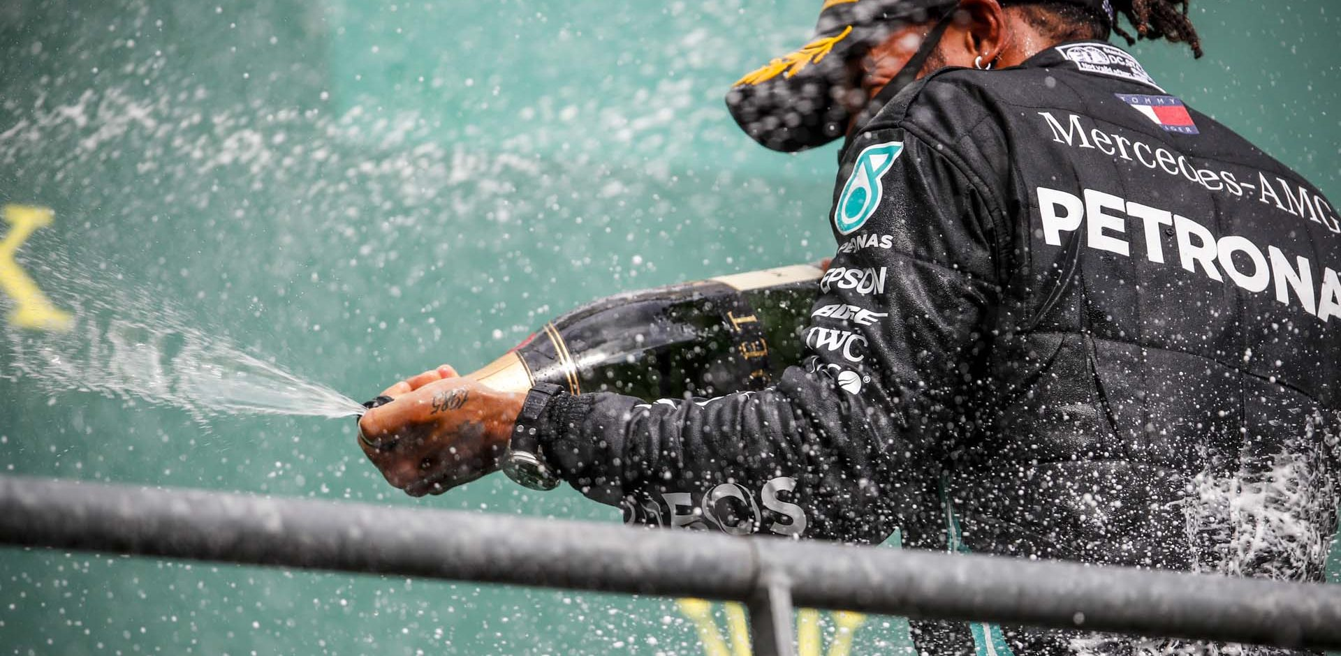 2020 Belgian Grand Prix, Sunday - LAT Images Lewis Hamilton Champagne Mercedes