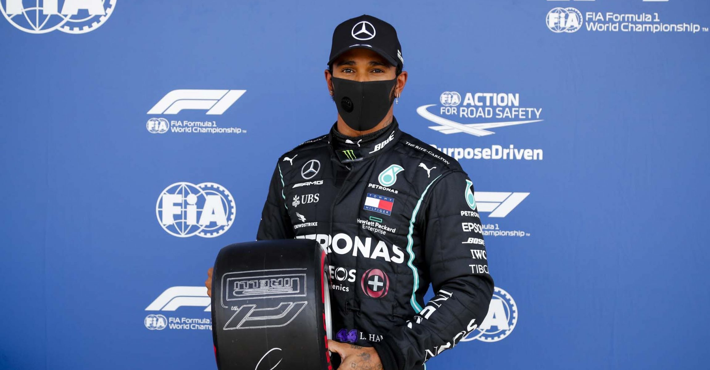 SILVERSTONE, UNITED KINGDOM - AUGUST 01: Pole Sitter Lewis Hamilton, Mercedes-AMG Petronas F1 with the Pirelli Pole Position Award during the British GP at Silverstone on Saturday August 01, 2020 in Northamptonshire, United Kingdom. (Photo by Steven Tee / LAT Images)