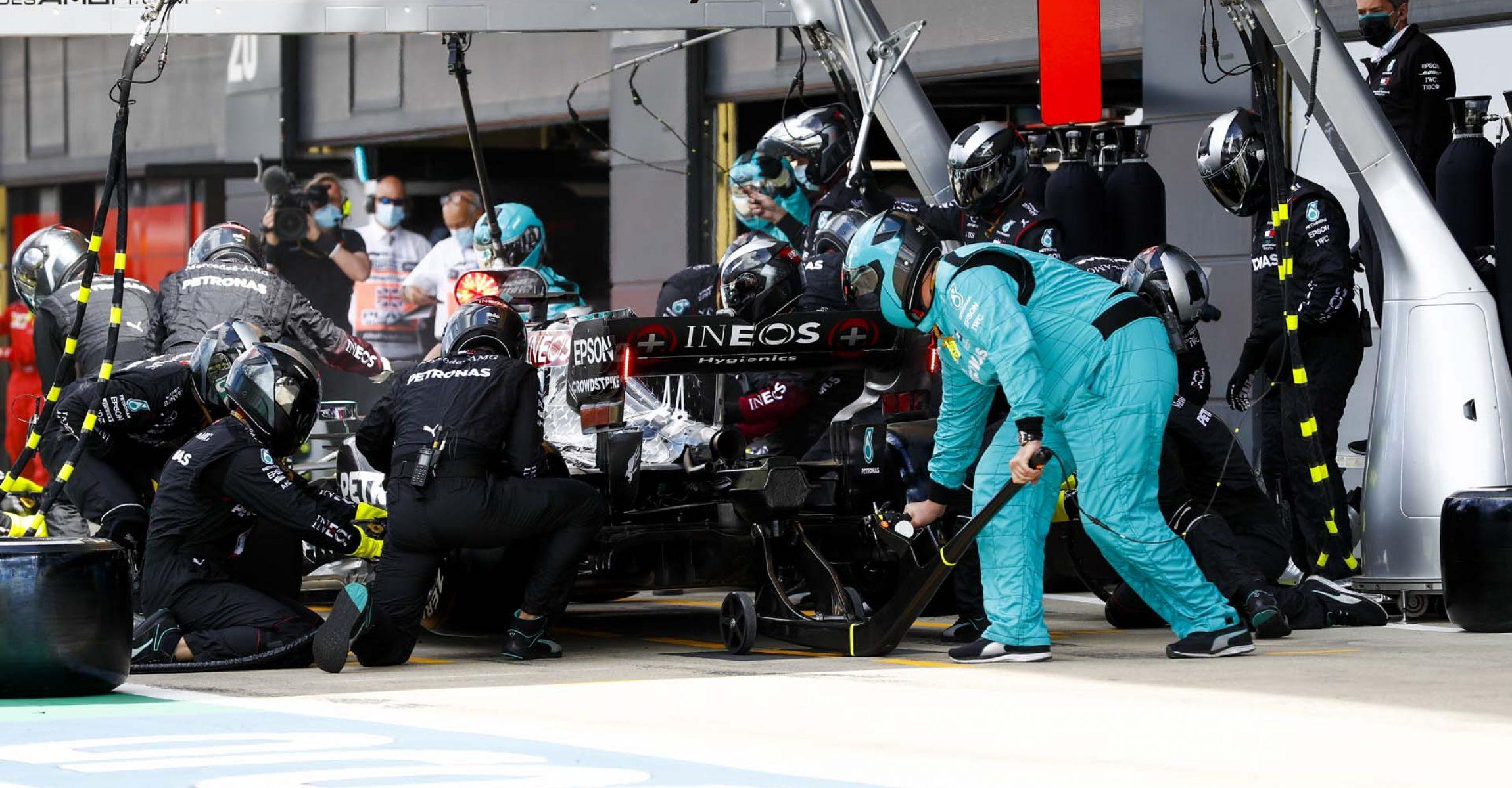 2020 British Grand Prix,Sunday - LAT Images Lewis Hamilton Mercedes pitstop
