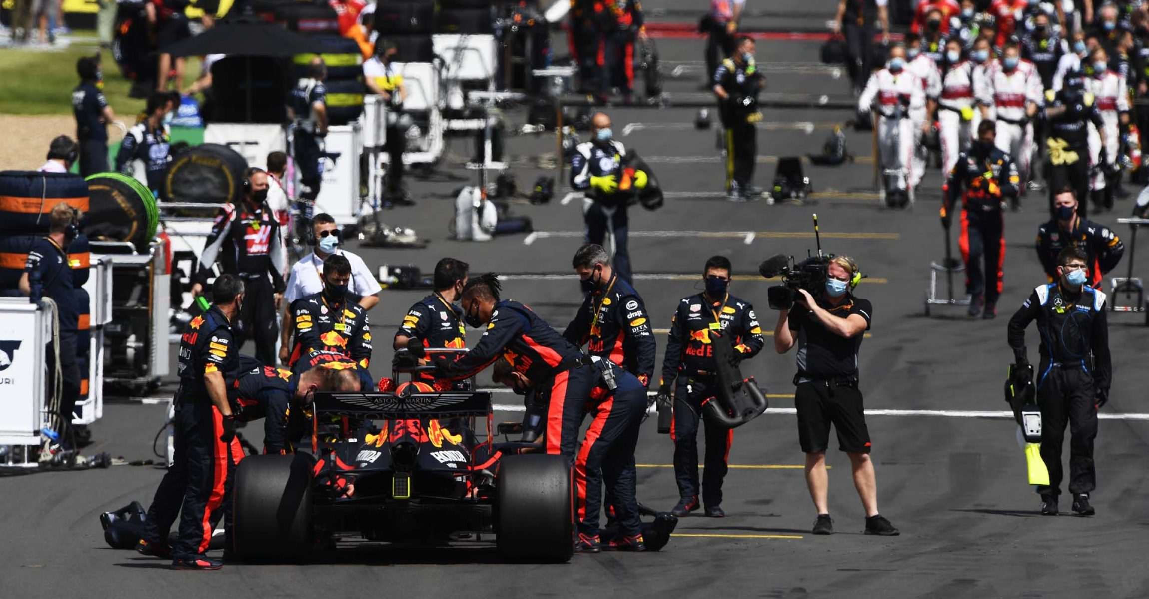 NORTHAMPTON, ENGLAND - AUGUST 02: Red Bull Racing team members prepare on the grid before the F1 Grand Prix of Great Britain at Silverstone on August 02, 2020 in Northampton, England. (Photo by Rudy Carezzevoli/Getty Images)