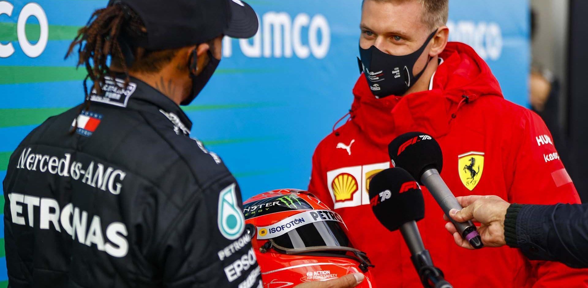 2020 Eifel Grand Prix, Sunday - LAT Images Lewis Hamilton Mercedes Mick Schumacher helmet