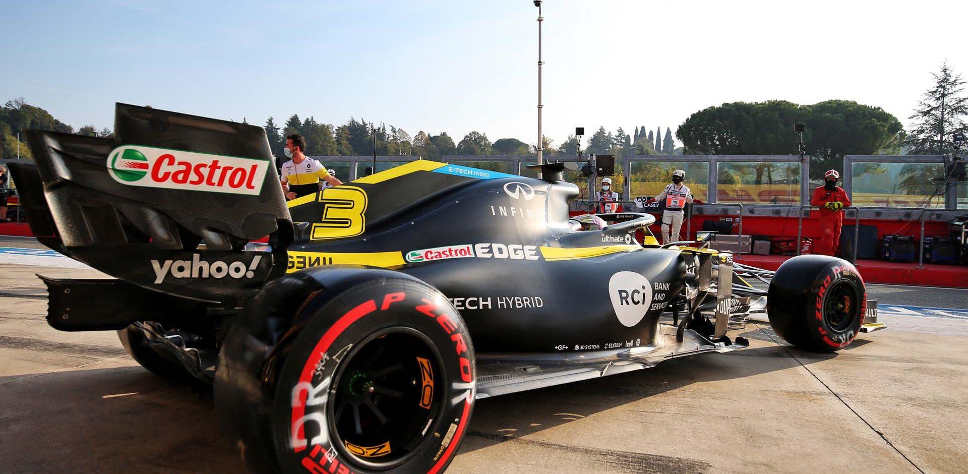 Daniel Ricciardo (AUS) Renault F1 Team RS20 leaves the pits. Emilia Romagna Grand Prix, Saturday 31st October 2020. Imola, Italy.