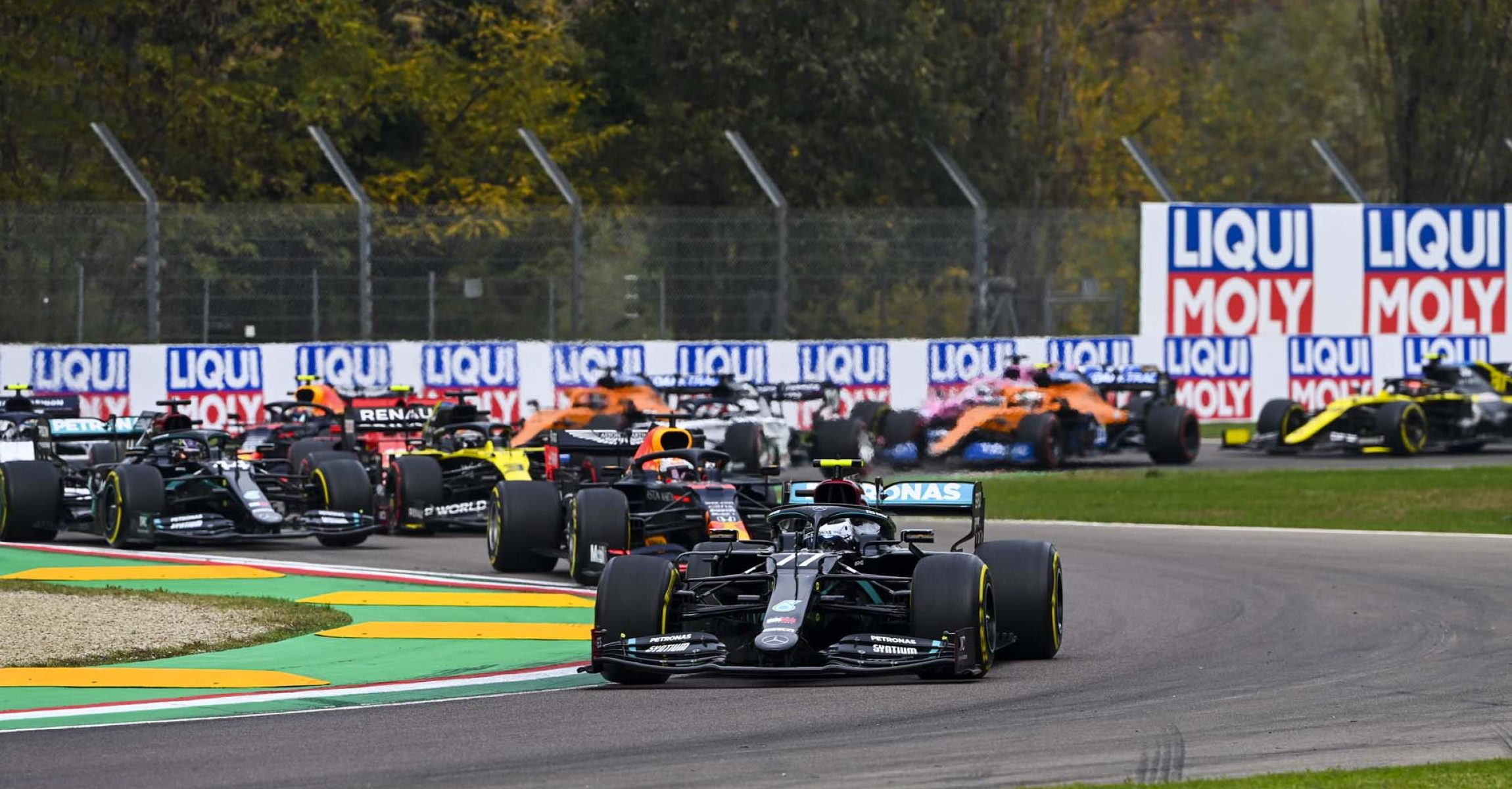 2020 Emilia Romagna Grand Prix, Sunday - LAT images Valtteri Bottas Mercedes start