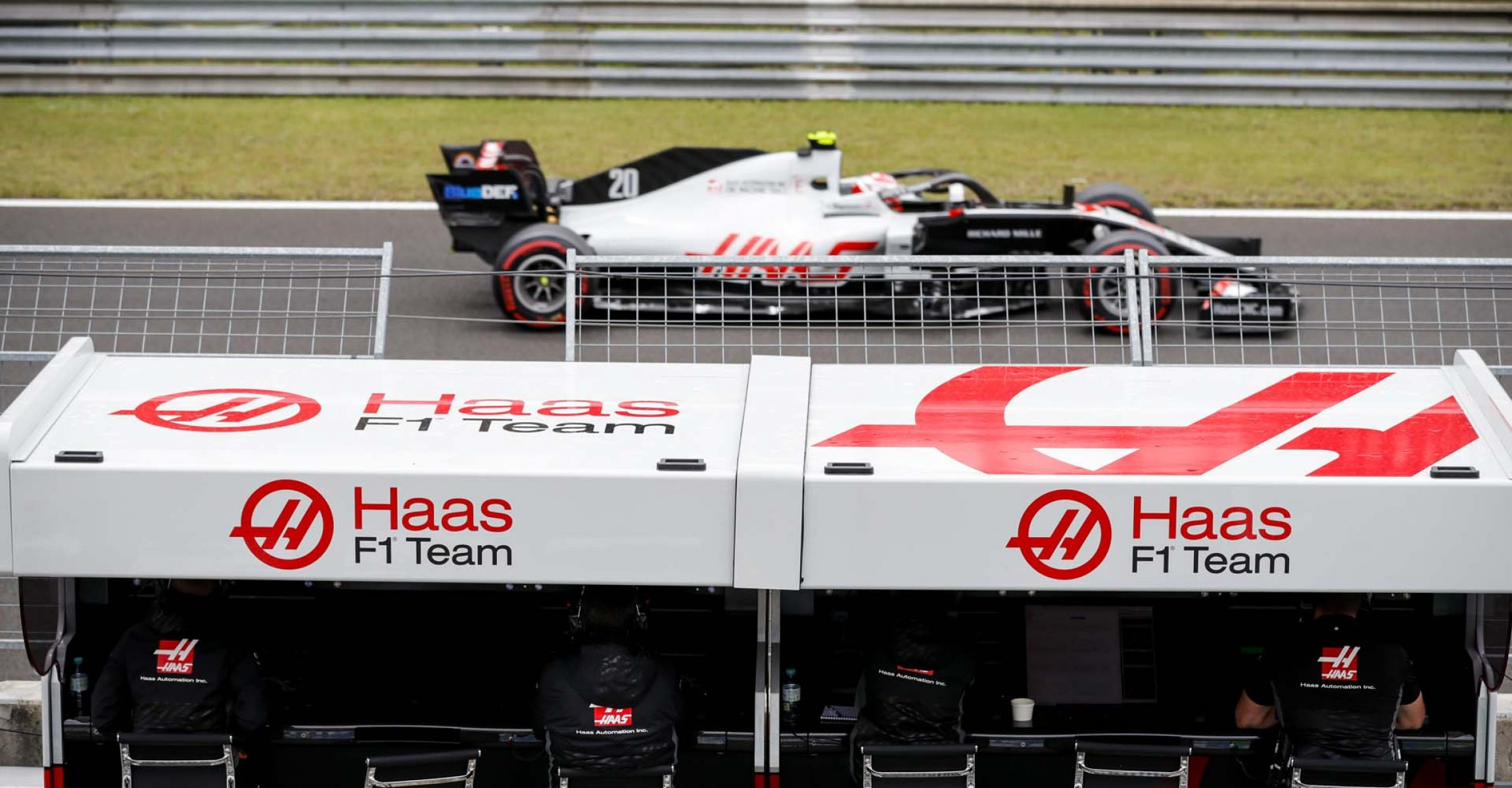 HUNGARORING, HUNGARY - JULY 18: Kevin Magnussen, Haas VF-20, passes the Haas F1 pit wall during the Hungarian GP at Hungaroring on Saturday July 18, 2020 in Budapest, Hungary. (Photo by Glenn Dunbar / LAT Images)