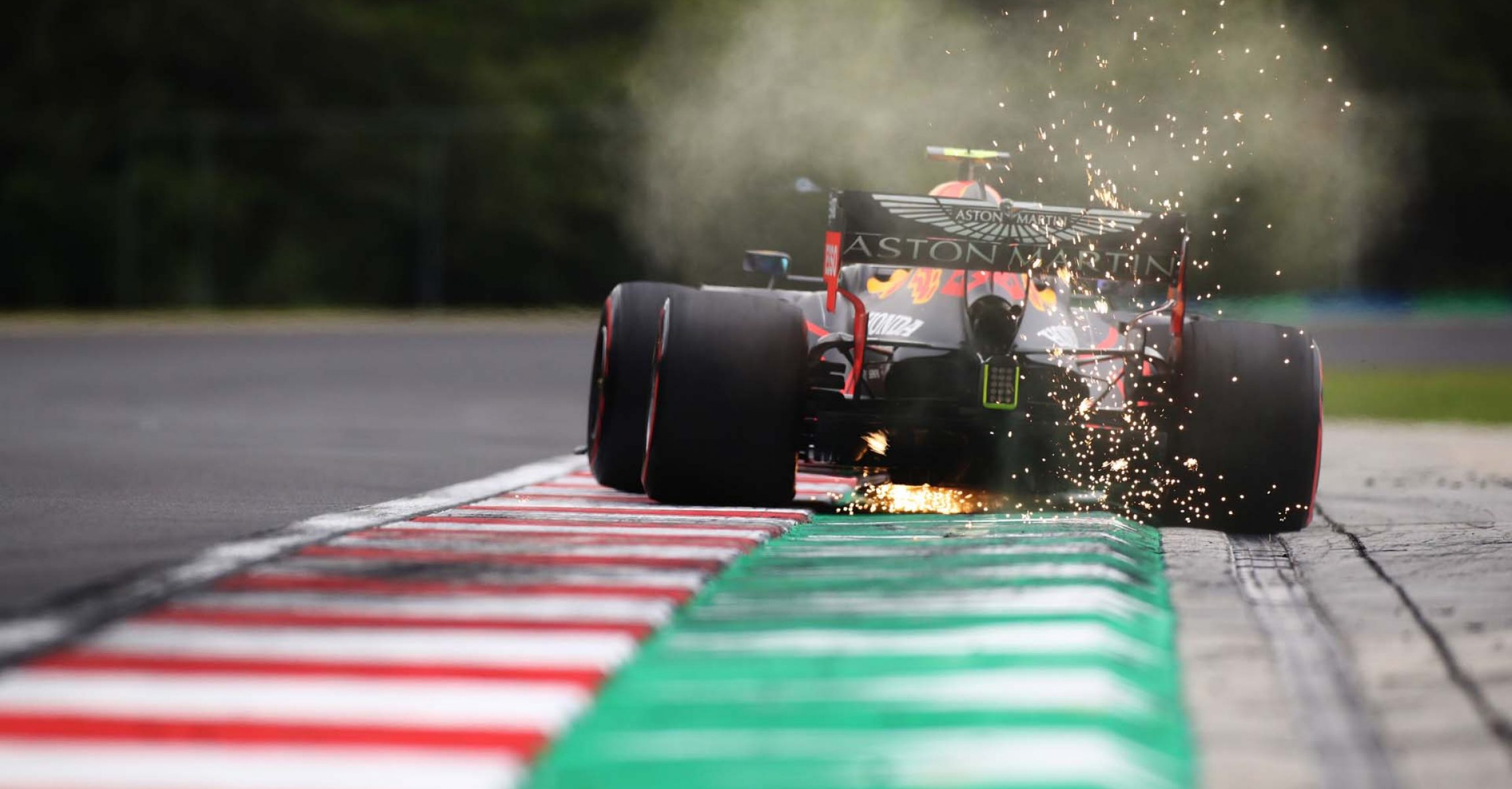 BUDAPEST, HUNGARY - JULY 18: Alexander Albon of Thailand driving the (23) Aston Martin Red Bull Racing RB16 on track during qualifying for the F1 Grand Prix of Hungary at Hungaroring on July 18, 2020 in Budapest, Hungary. (Photo by Mark Thompson/Getty Images) // Getty Images / Red Bull Content Pool // AP-24NV476DS1W11 // Usage for editorial use only //