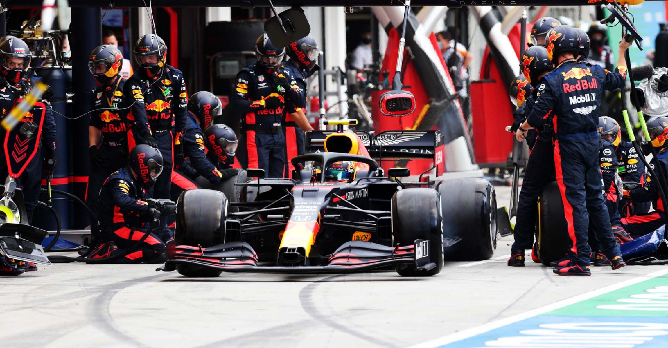 BUDAPEST, HUNGARY - JULY 19: Alexander Albon of Thailand driving the (23) Aston Martin Red Bull Racing RB16 makes a pitstop during the Formula One Grand Prix of Hungary at Hungaroring on July 19, 2020 in Budapest, Hungary. (Photo by Peter Fox/Getty Images) // Getty Images / Red Bull Content Pool // AP-24P7HG6D92111 // Usage for editorial use only //