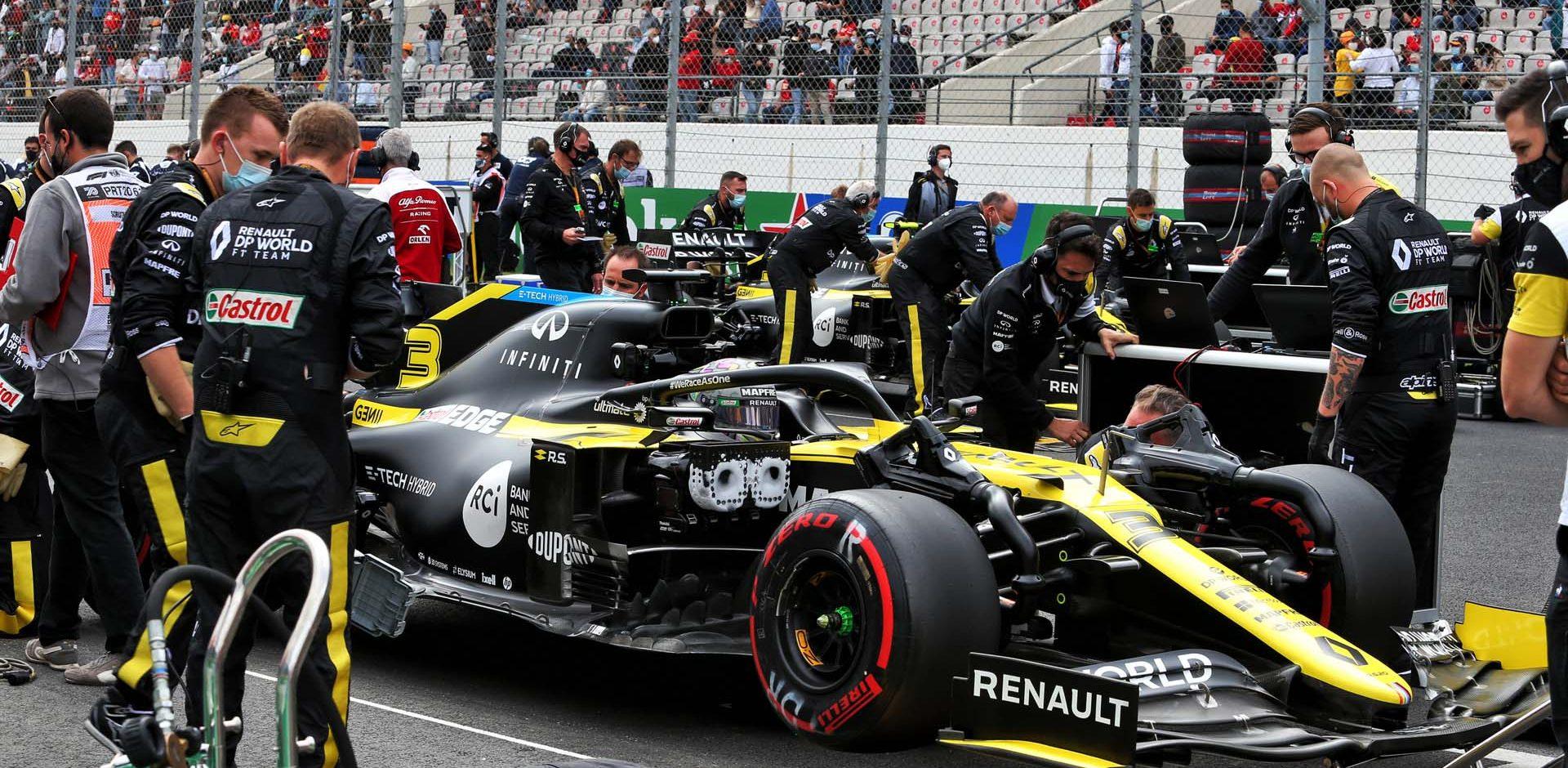 Daniel Ricciardo (AUS) Renault F1 Team RS20 on the grid. Portuguese Grand Prix, Sunday 25th October 2020. Portimao, Portugal.