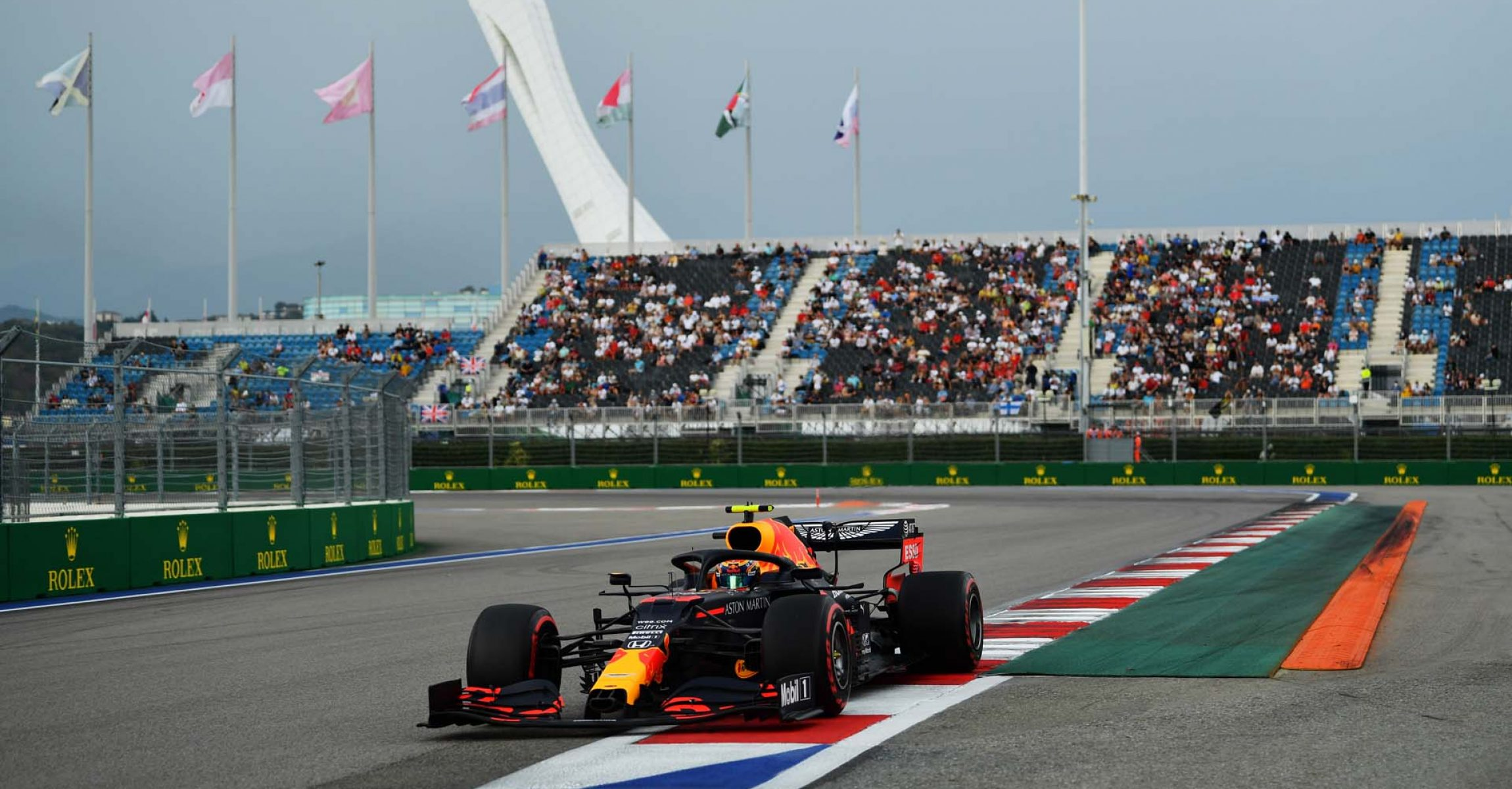 SOCHI, RUSSIA - SEPTEMBER 26: Alexander Albon of Thailand driving the (23) Aston Martin Red Bull Racing RB16 on track during qualifying ahead of the F1 Grand Prix of Russia at Sochi Autodrom on September 26, 2020 in Sochi, Russia. (Photo by Dan Mullan/Getty Images)