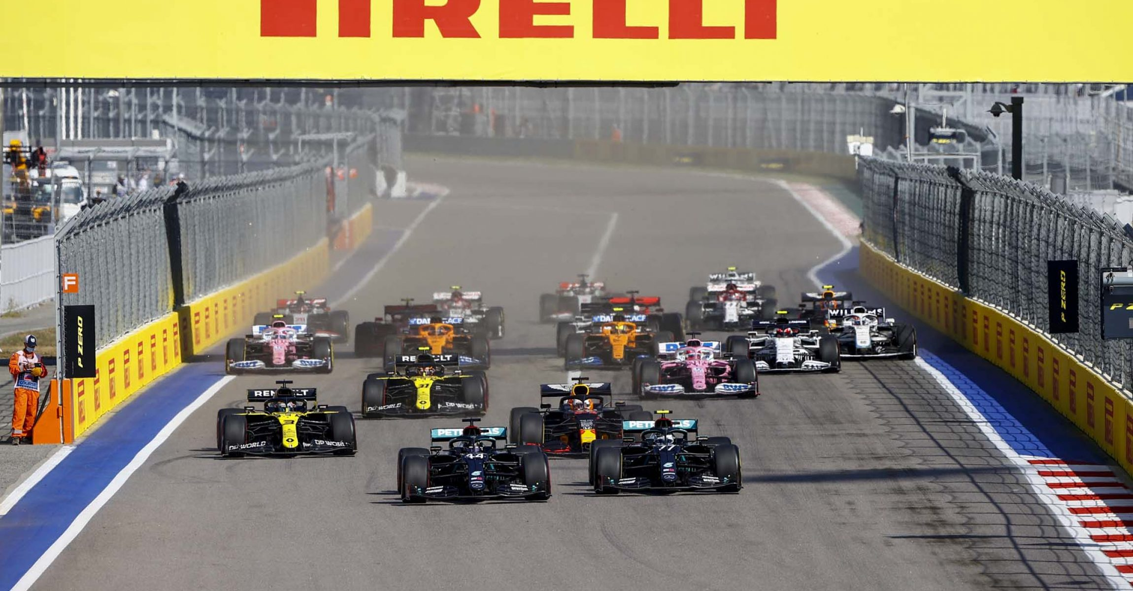 SOCHI AUTODROM, RUSSIAN FEDERATION - SEPTEMBER 27: Lewis Hamilton, Mercedes F1 W11 EQ Performance leads Valtteri Bottas, Mercedes F1 W11 EQ Performance, Max Verstappen, Red Bull Racing RB16 and Daniel Ricciardo, Renault R.S.20 at the start of the race during the Russian GP at Sochi Autodrom on Sunday September 27, 2020 in Sochi, Russian Federation. (Photo by Andy Hone / LAT Images)