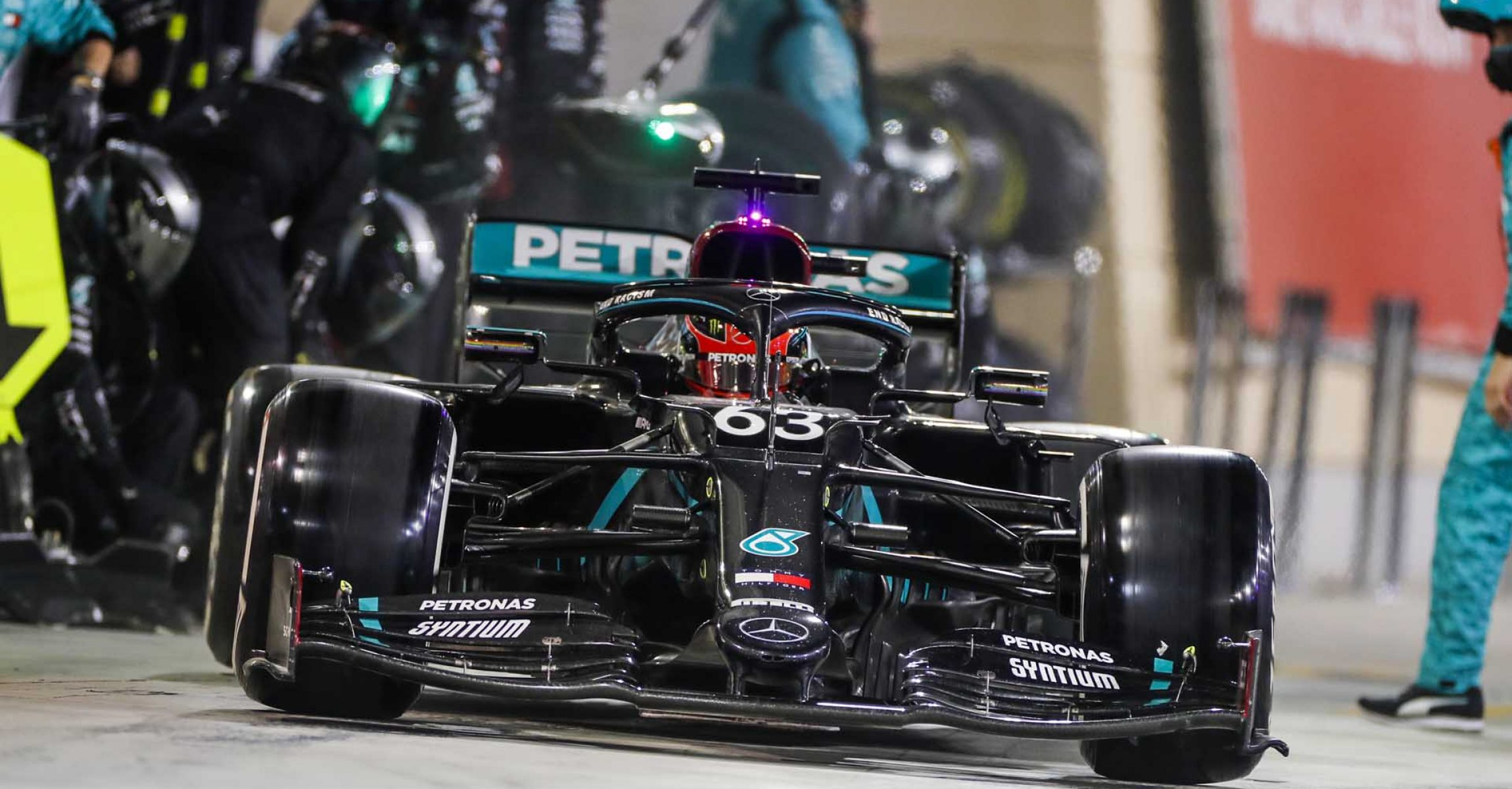 2020 Sakhir Grand Prix, Sunday – LAT Images George Russell Mercedes pitstop