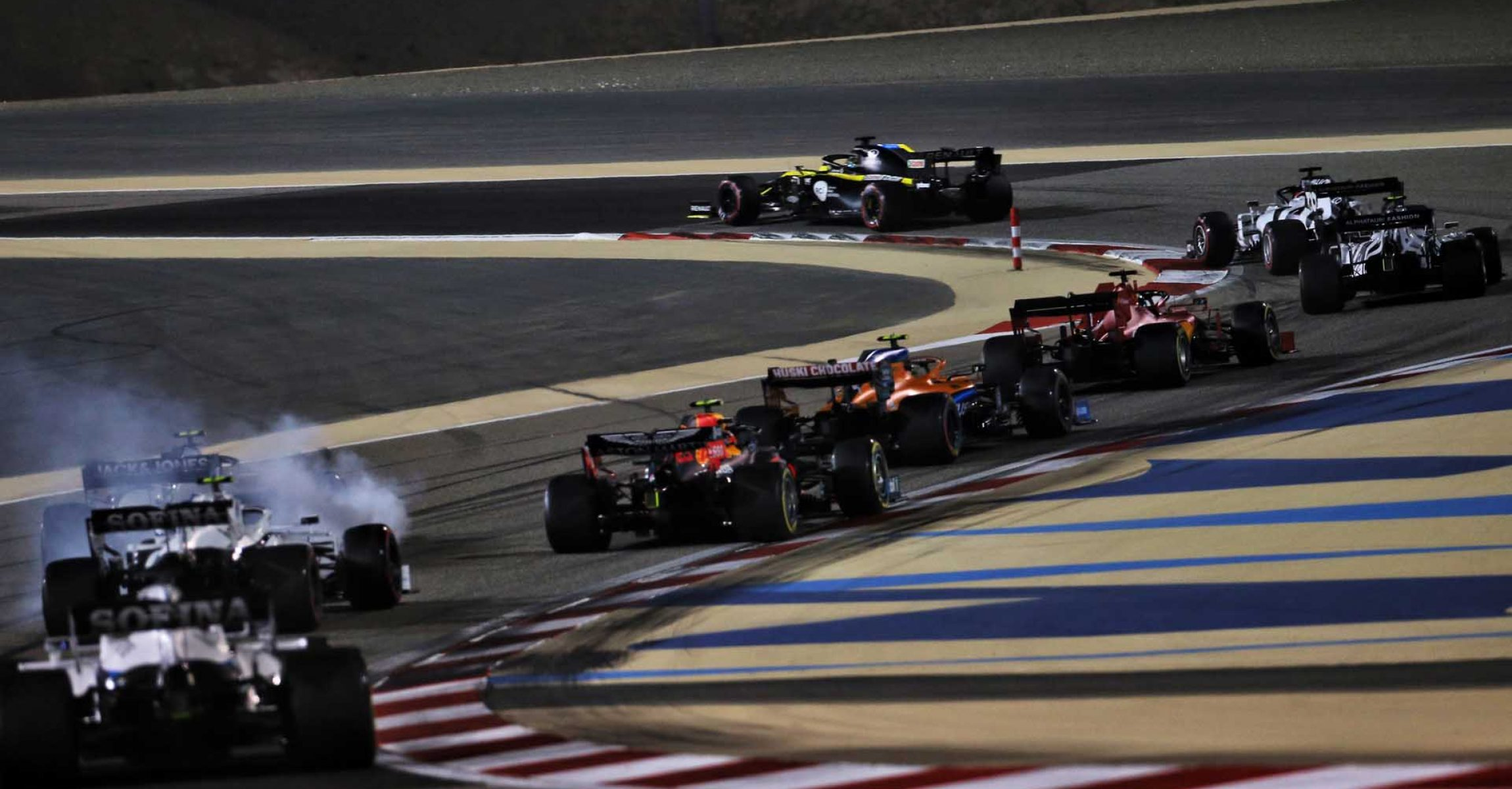 Daniel Ricciardo (AUS) Renault F1 Team RS20 at the start of the race. Sakhir Grand Prix, Sunday 6th December 2020. Sakhir, Bahrain.