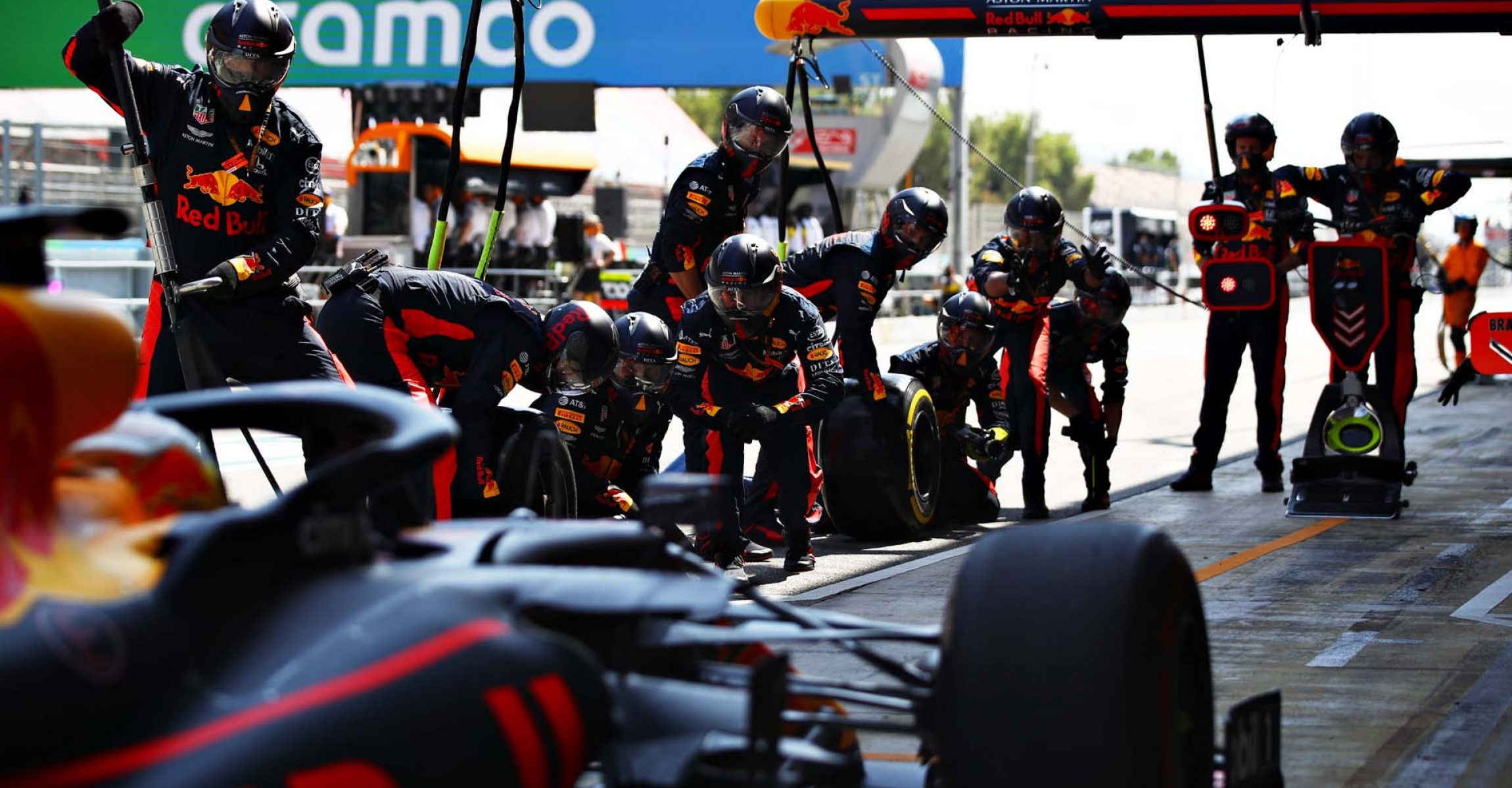 BARCELONA, SPAIN - AUGUST 16: Max Verstappen of the Netherlands driving the (33) Aston Martin Red Bull Racing RB16 makes a pitstop during the F1 Grand Prix of Spain at Circuit de Barcelona-Catalunya on August 16, 2020 in Barcelona, Spain. (Photo by Mark Thompson/Getty Images)