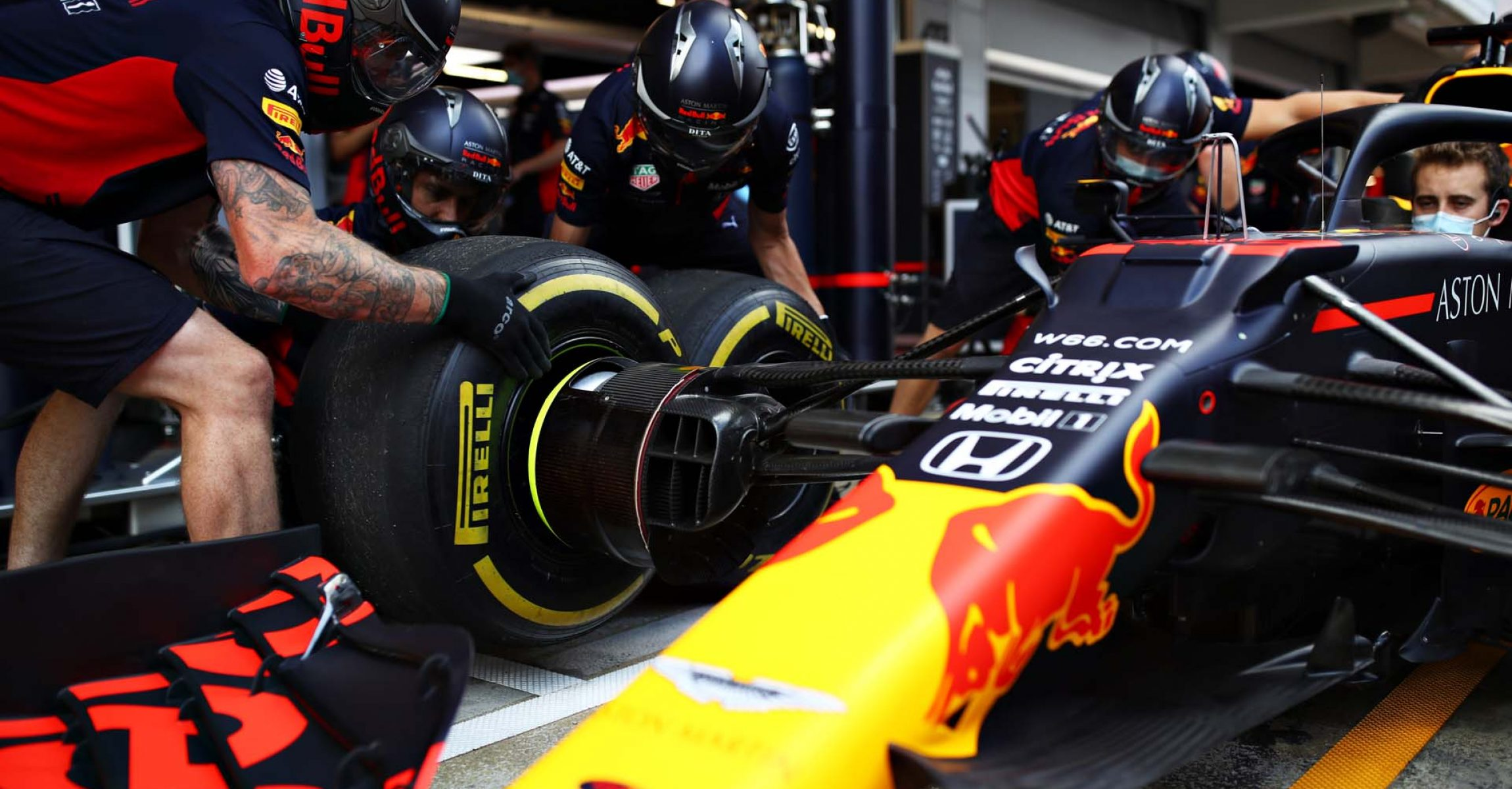 BARCELONA, SPAIN - AUGUST 13: The Red Bull Racing team practice pitstops during previews ahead of the F1 Grand Prix of Spain at Circuit de Barcelona-Catalunya on August 13, 2020 in Barcelona, Spain. (Photo by Mark Thompson/Getty Images)