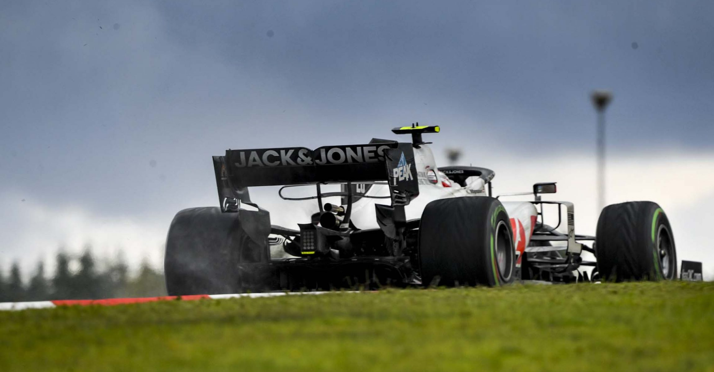 ISTANBUL PARK, TURKEY - NOVEMBER 15: Kevin Magnussen, Haas VF-20 during the Turkish GP at Istanbul Park on Sunday November 15, 2020, Turkey. (Photo by Mark Sutton / LAT Images)