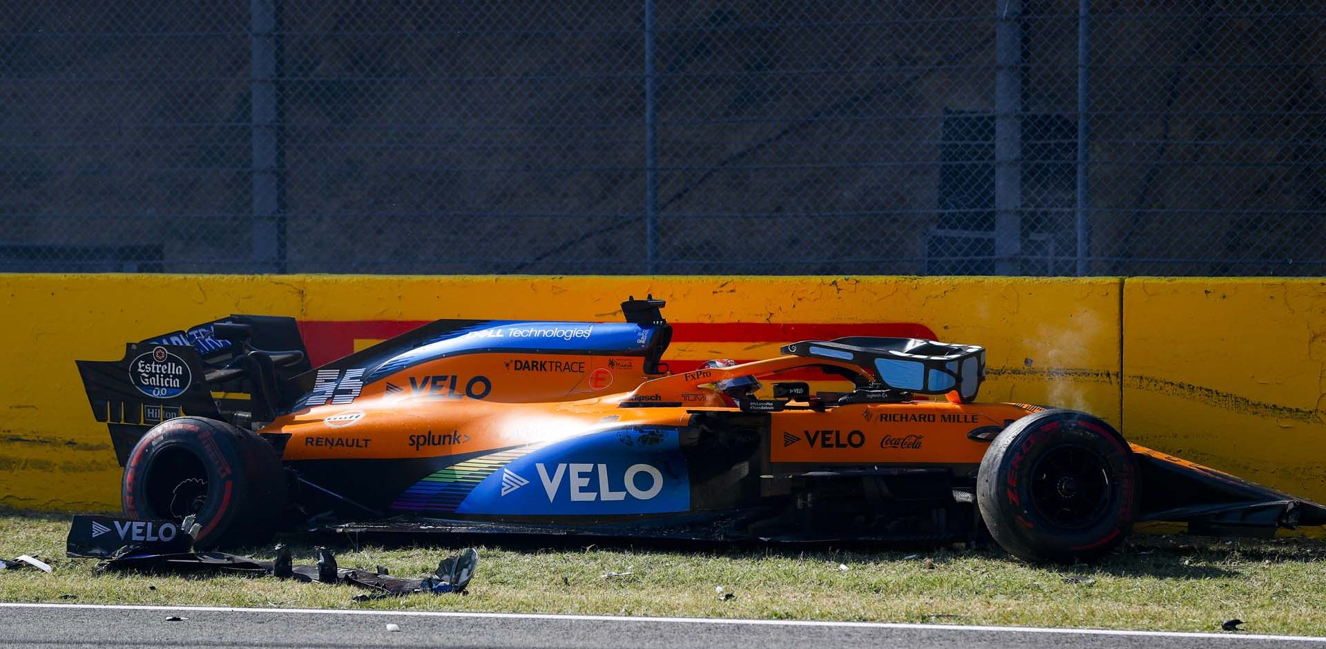 Carlos Sainz, McLaren MCL35, crashes out