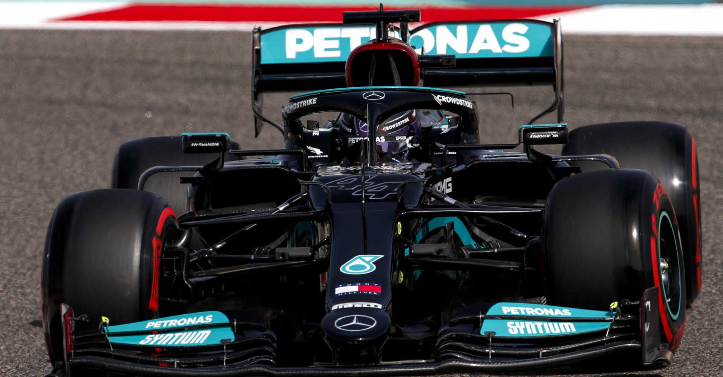 2021 Bahrain Grand Prix, Friday - LAT Images Lewis Hamilton Mercedes