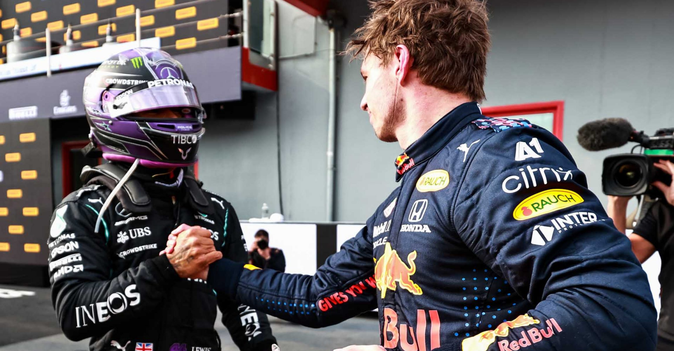 IMOLA, ITALY - APRIL 18: Race winner Max Verstappen of Netherlands and Red Bull Racing and second placed Lewis Hamilton of Great Britain and Mercedes GP shake hands in parc ferme during the F1 Grand Prix of Emilia Romagna at Autodromo Enzo e Dino Ferrari on April 18, 2021 in Imola, Italy. (Photo by Mark Thompson/Getty Images)
